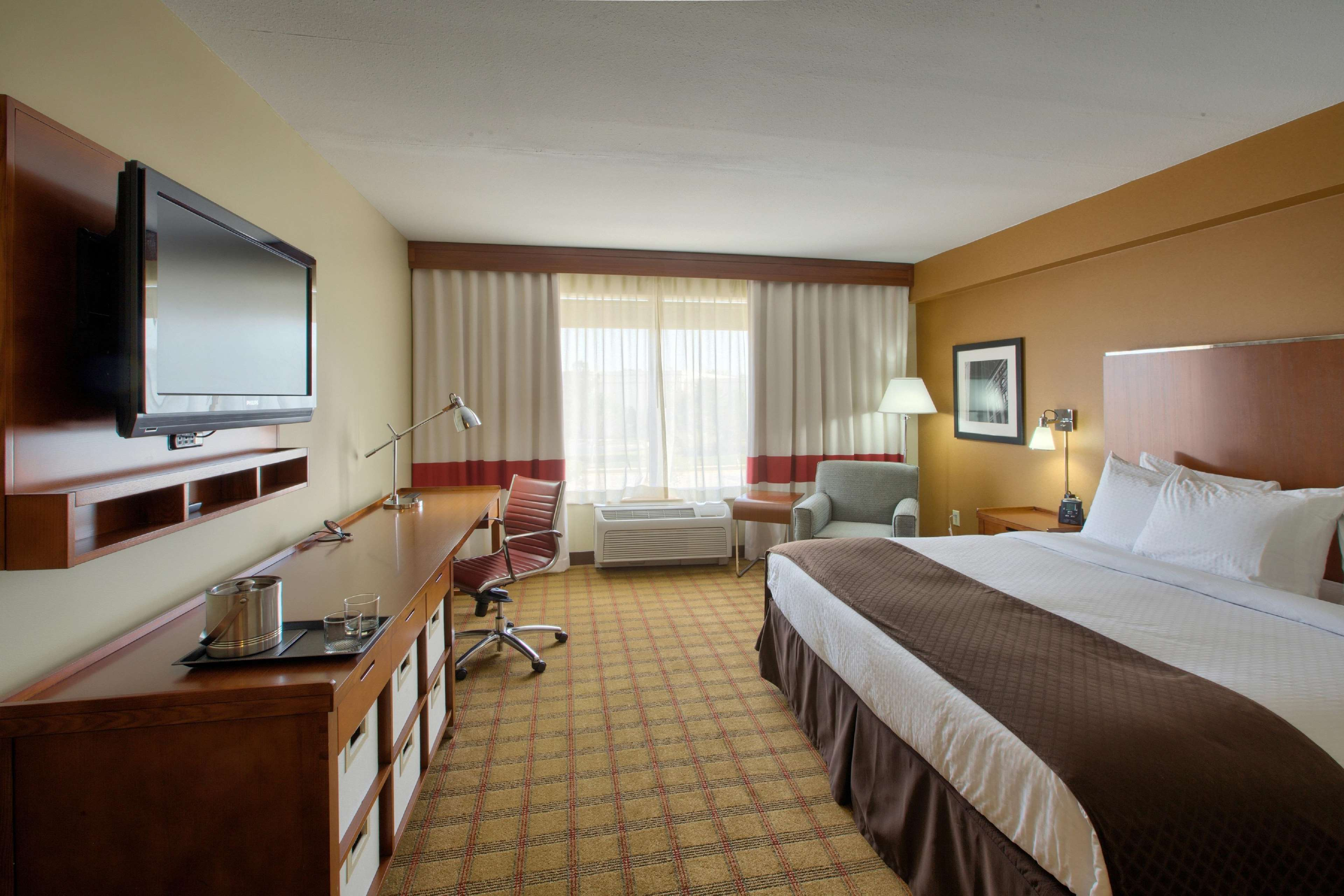 DoubleTree by Hilton Hotel Raleigh - Cary image 0