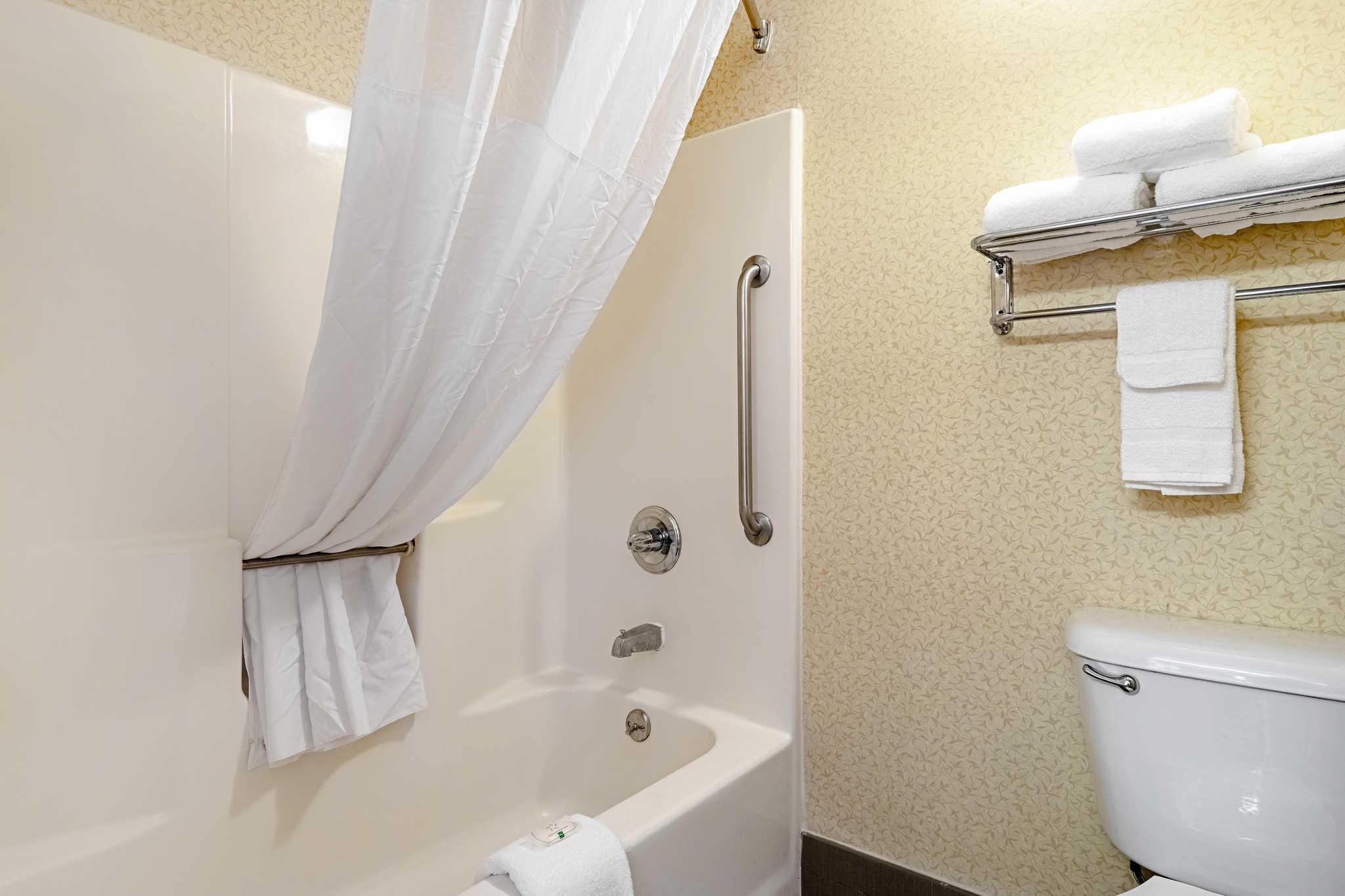 Quality Suites image 15
