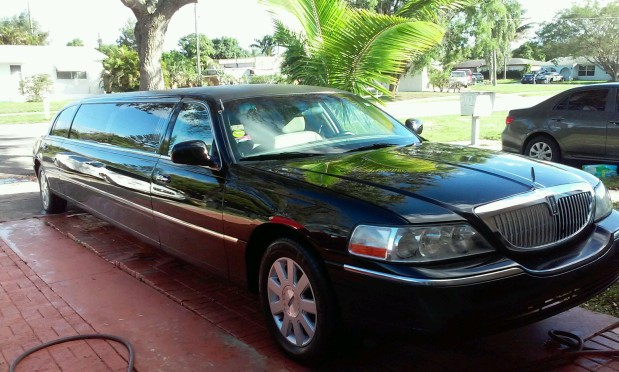 Limo Express- Lincoln Town Car, Sedan, Airport Transportation image 1