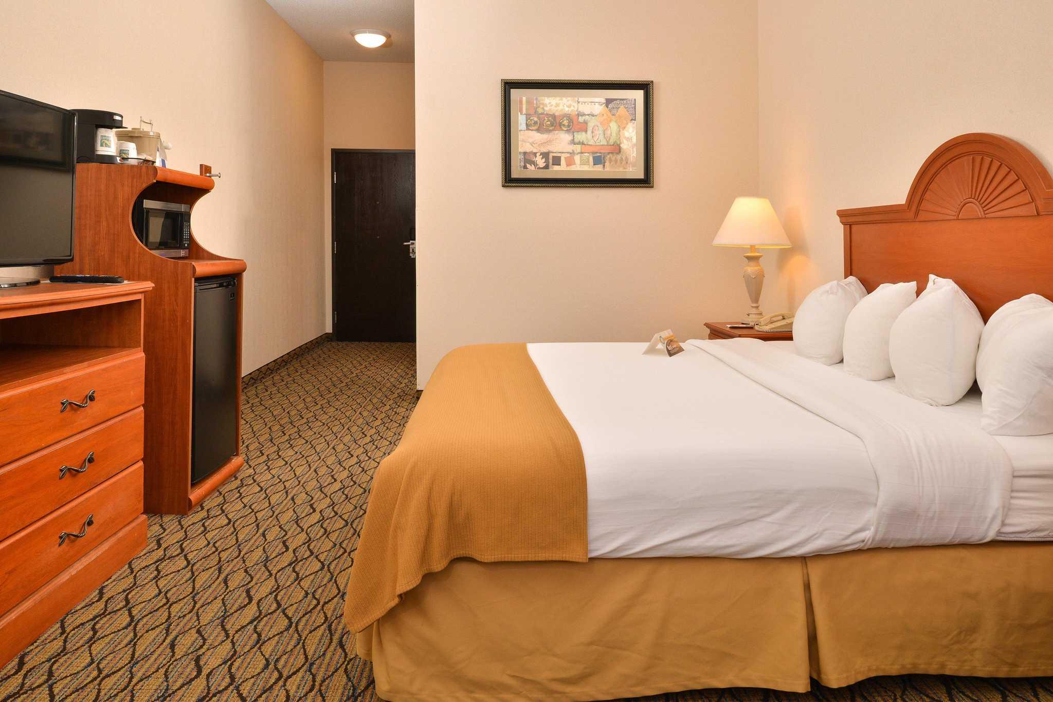 Quality Inn & Suites Jefferson City image 2