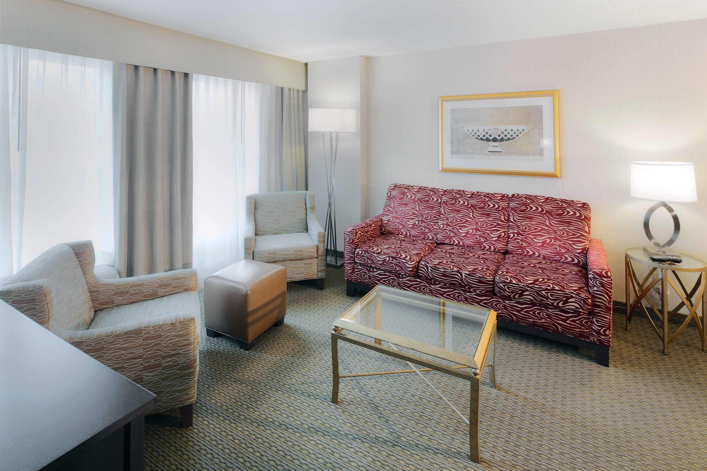 Hampton Inn & Suites Reagan National Airport image 6