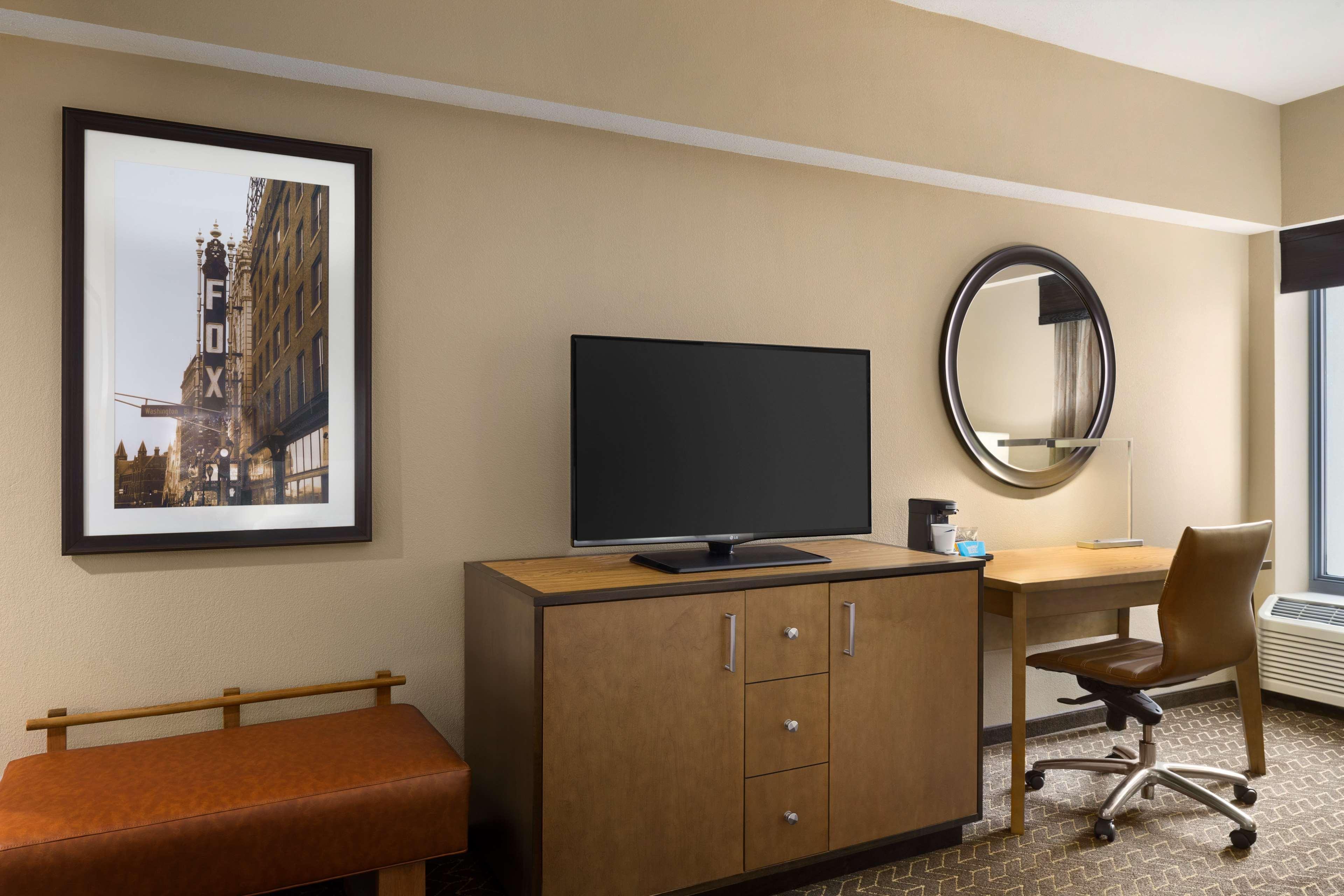 Hampton Inn and Suites Clayton/St Louis-Galleria Area image 17