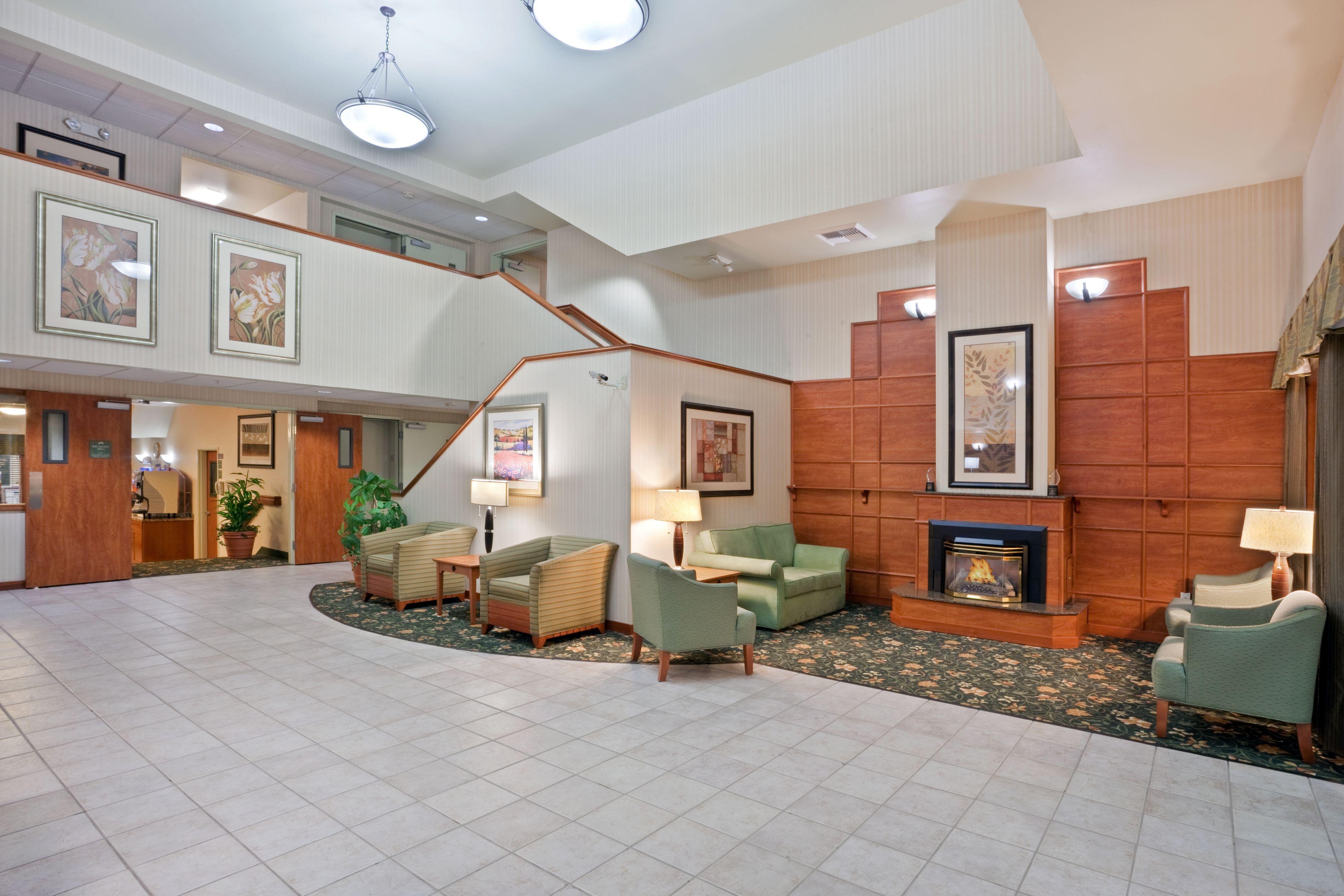 Holiday Inn Express & Suites Burlington image 4