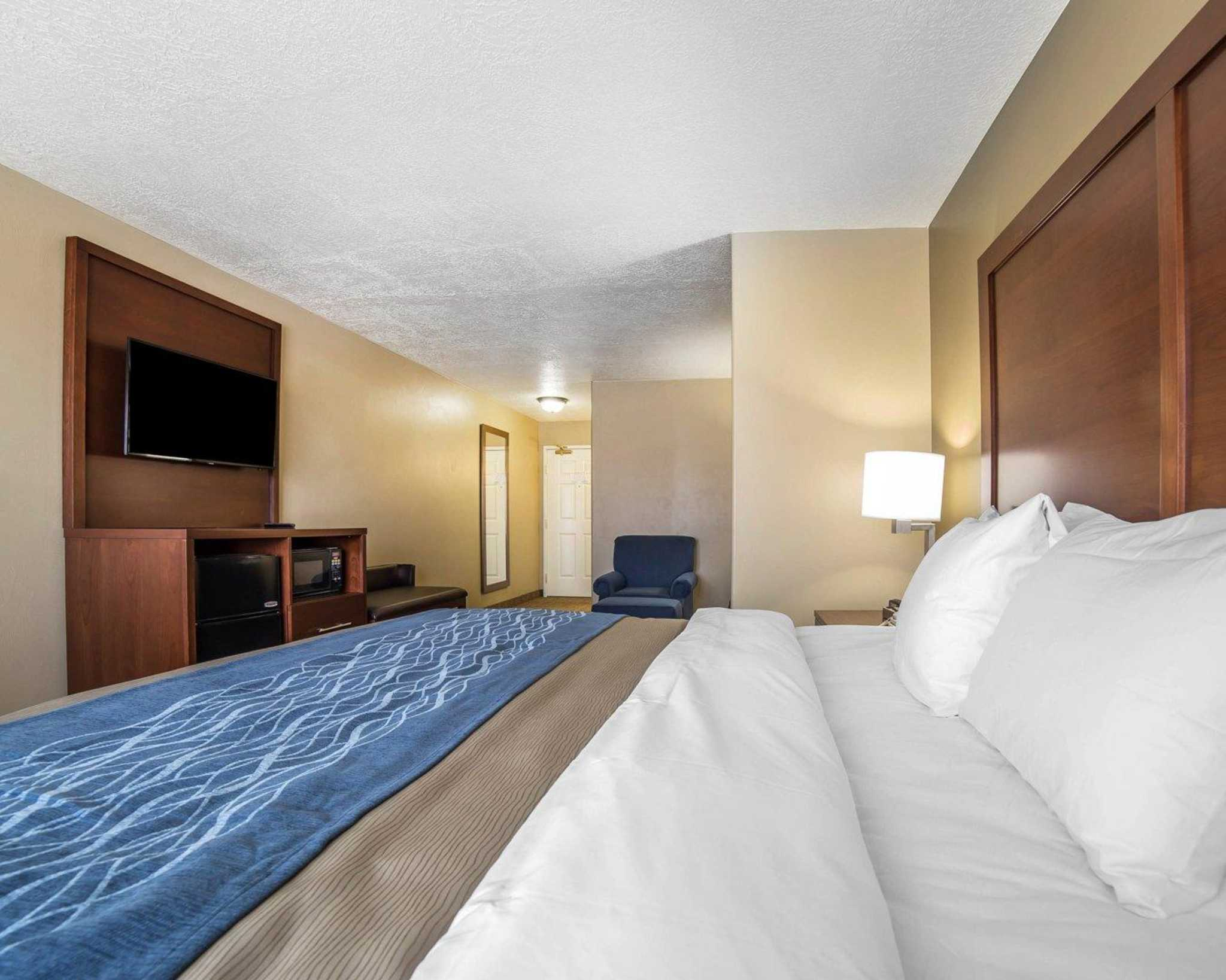 comfort inn saint george north at 974 north 2720 east saint george ut on fave. Black Bedroom Furniture Sets. Home Design Ideas