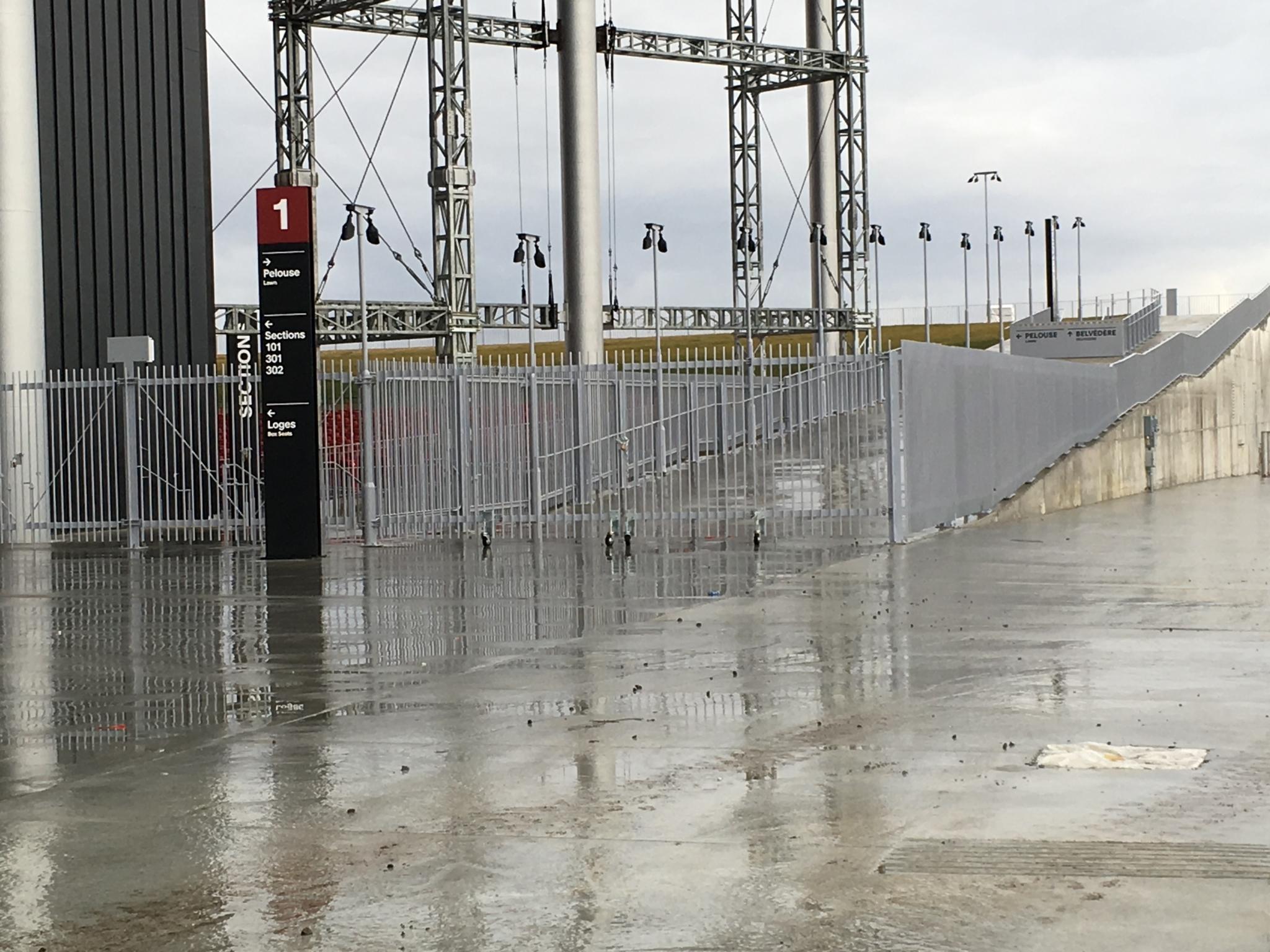 Soudex Métal Inc à Grand-Saint-Esprit: Amphithéâtre de Trois-Rivières, barrières, clôtures, totem, fût d'éclairage...