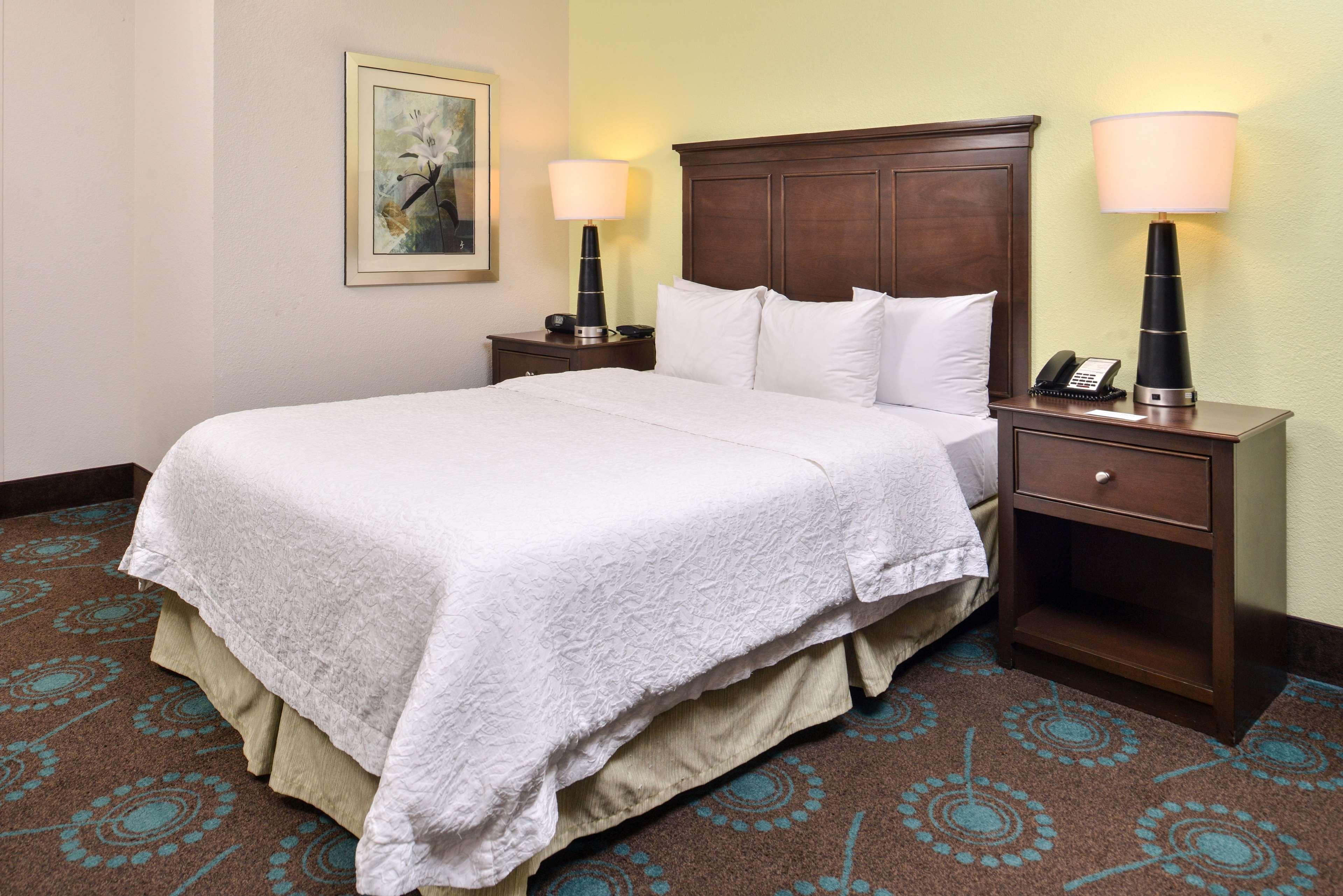 Hampton Inn & Suites Newport News (Oyster Point) image 30