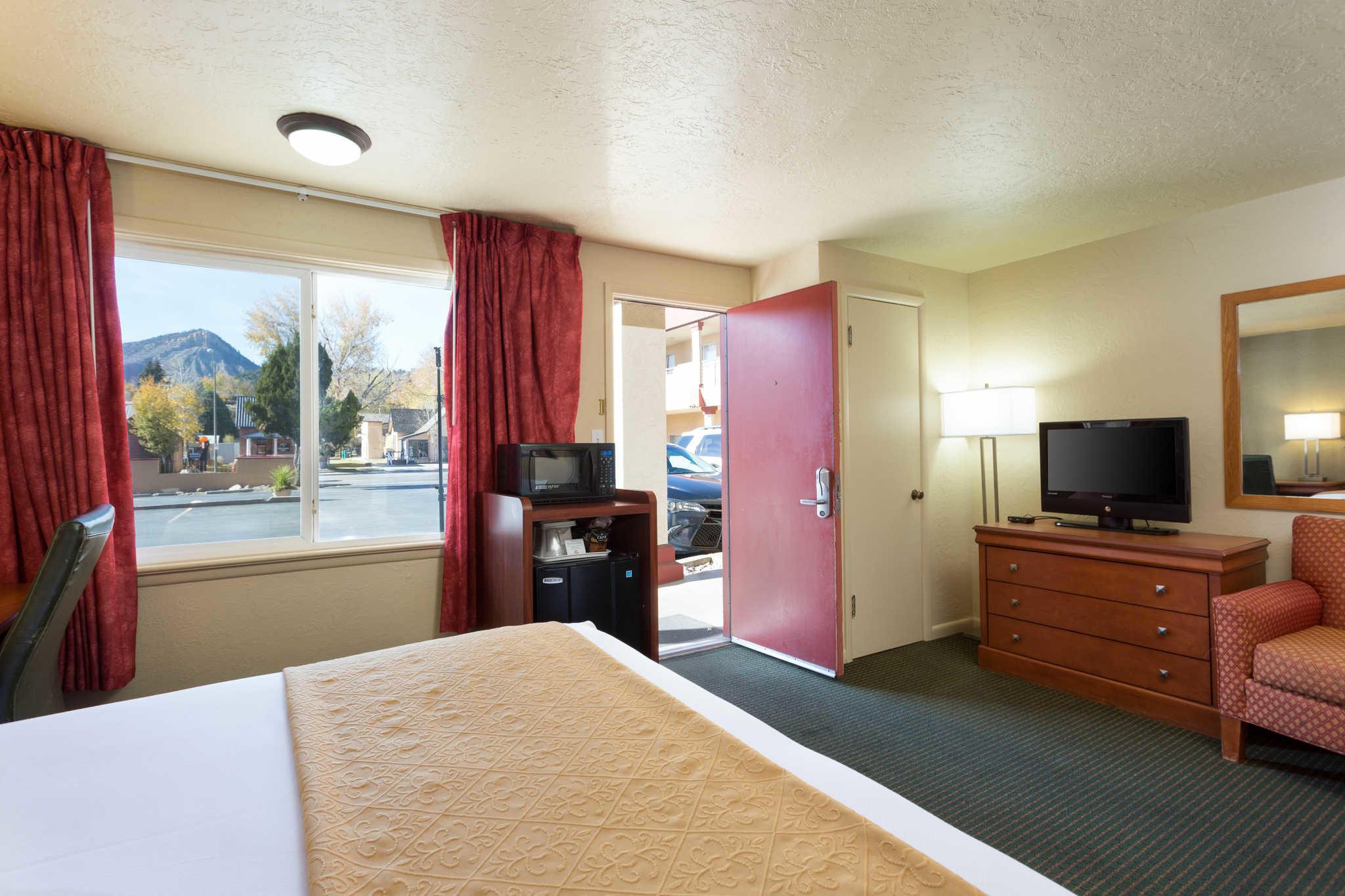 Econo Lodge  Inn & Suites image 15