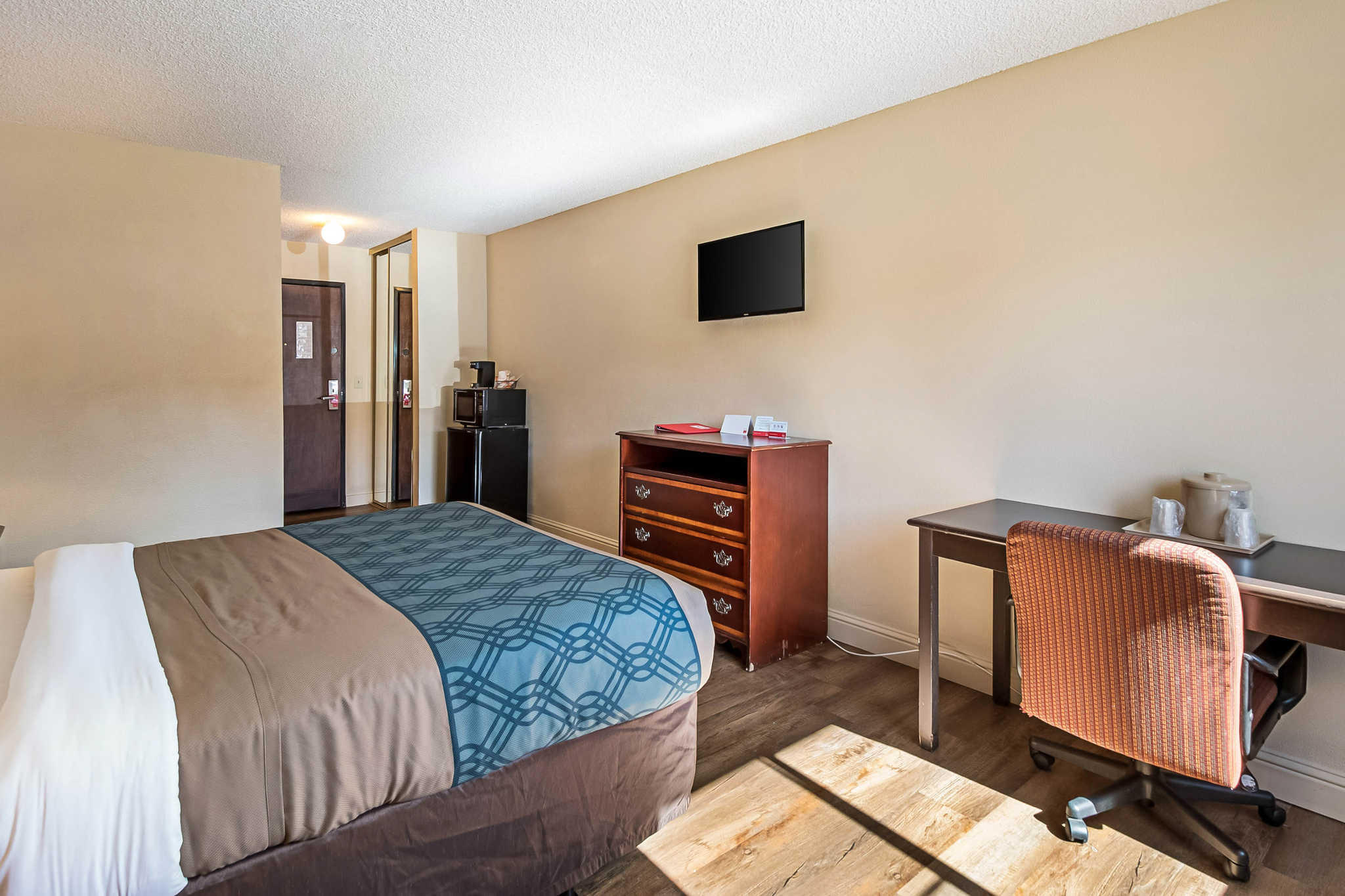 Econo Lodge Inn & Suites Yuba City - Marysville image 13
