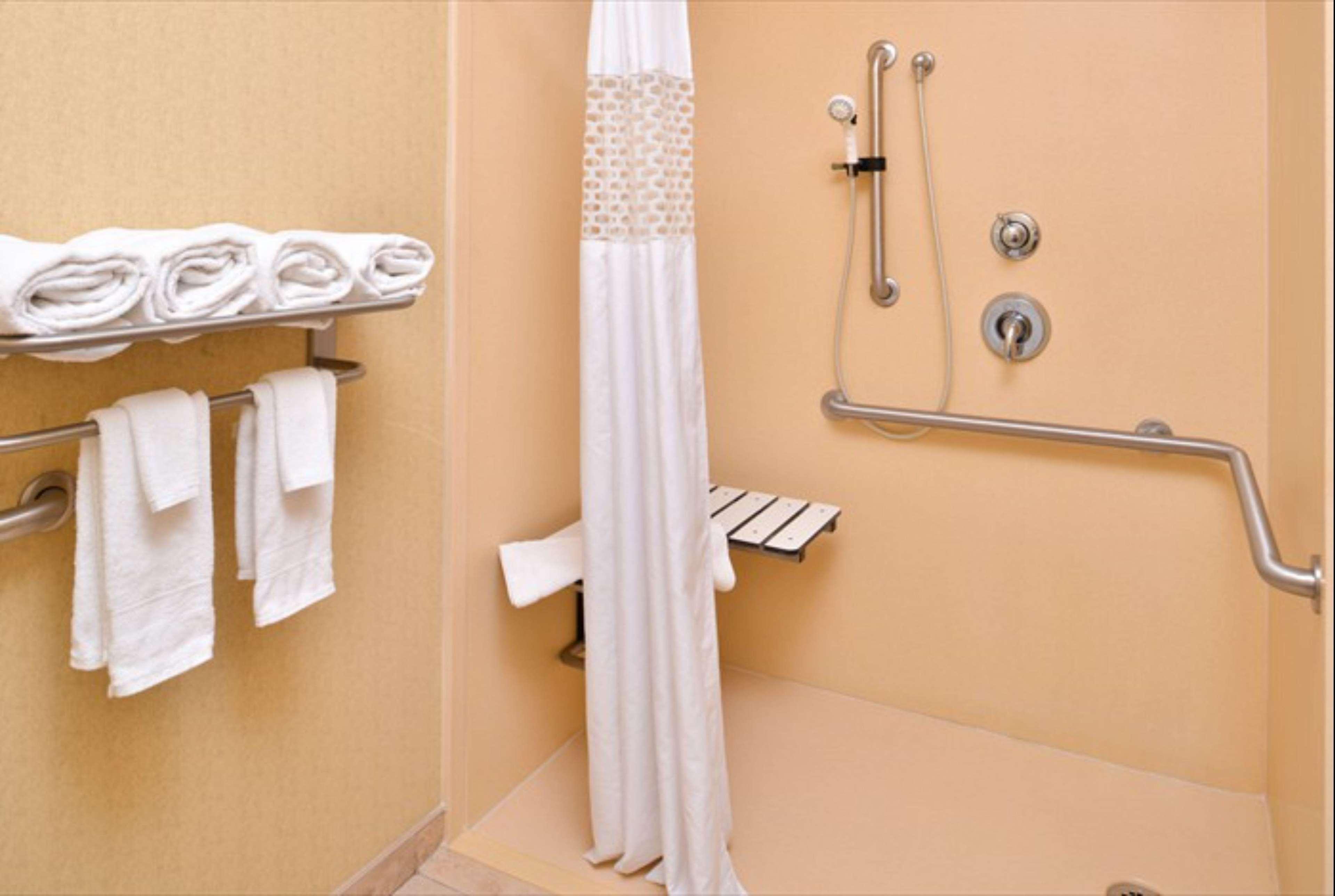 Hampton Inn & Suites Richmond image 11