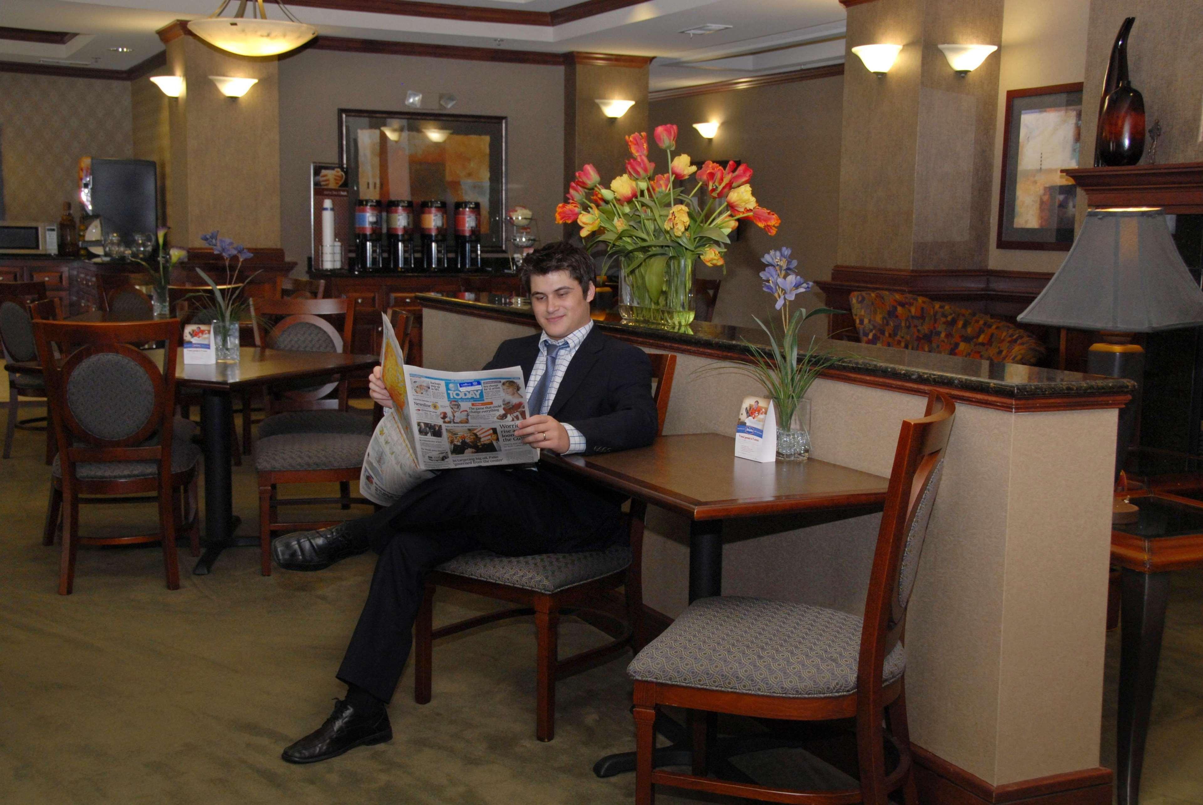 Hampton Inn Van Buren image 4