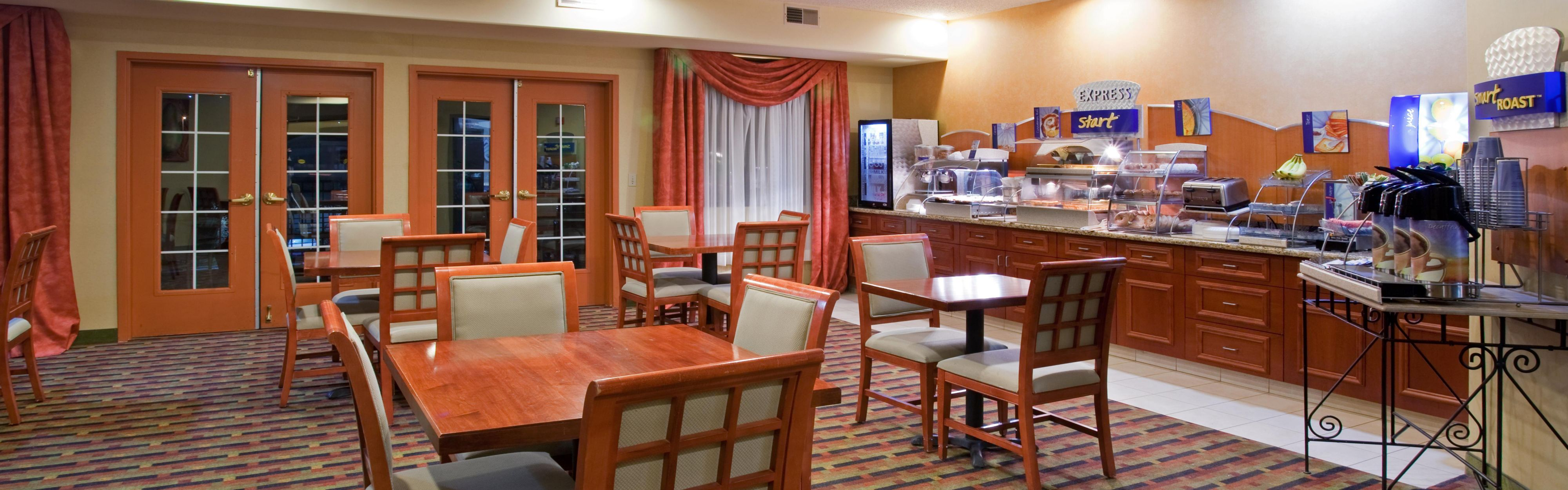 Holiday Inn Express & Suites Colorado Springs North image 2