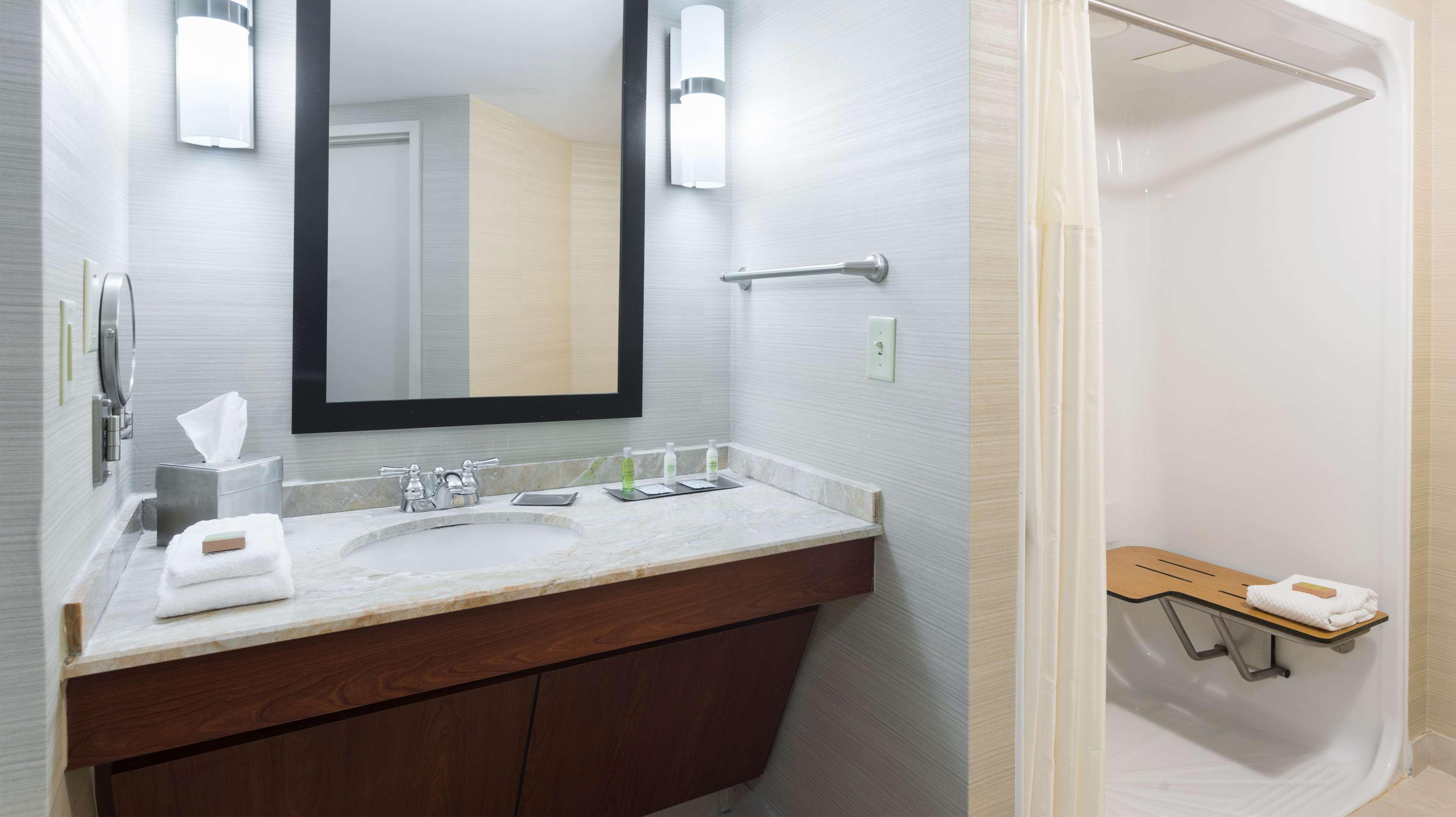 DoubleTree Suites by Hilton Hotel Cincinnati - Blue Ash image 24