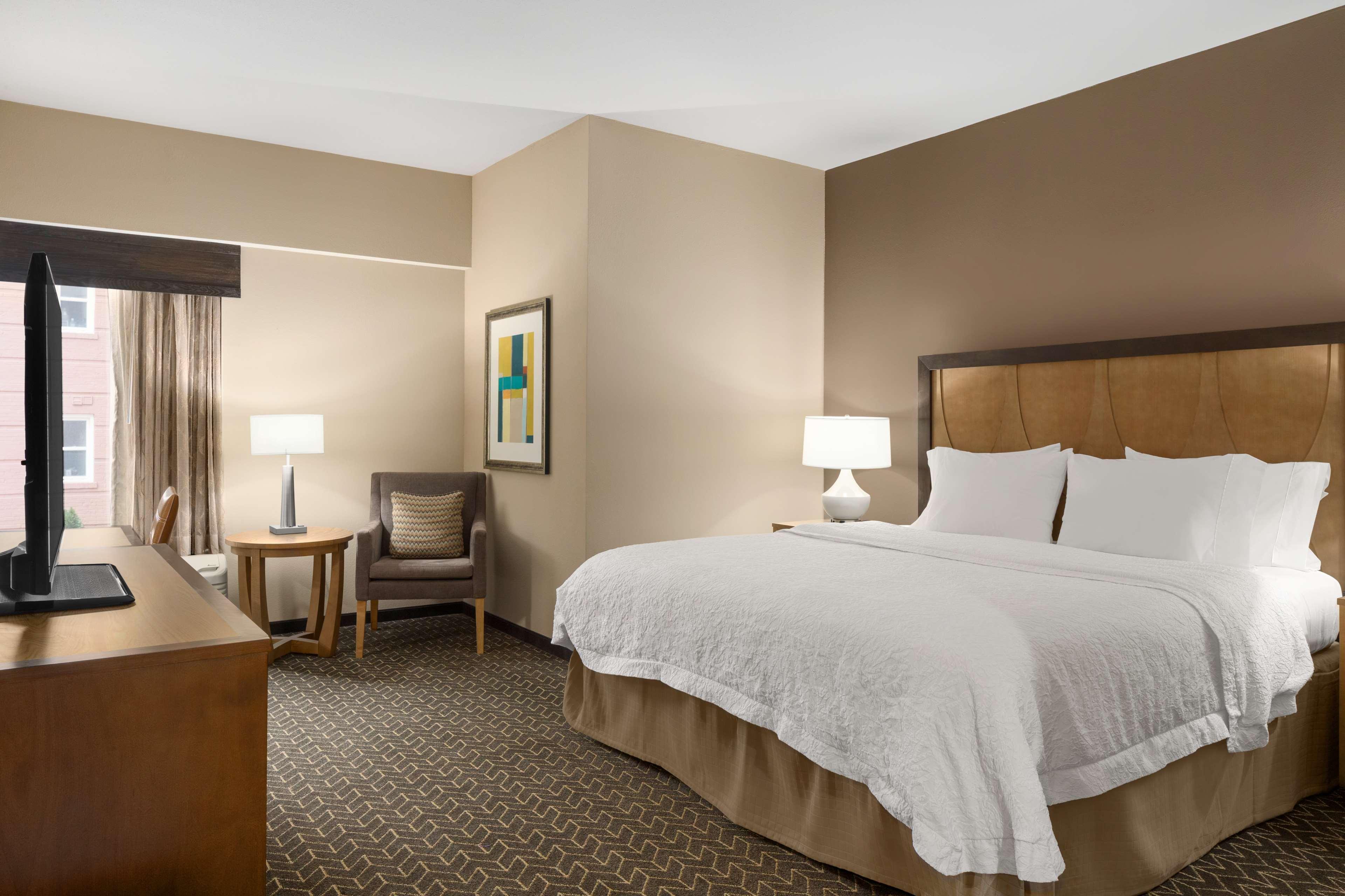 Hampton Inn and Suites Clayton/St Louis-Galleria Area image 18