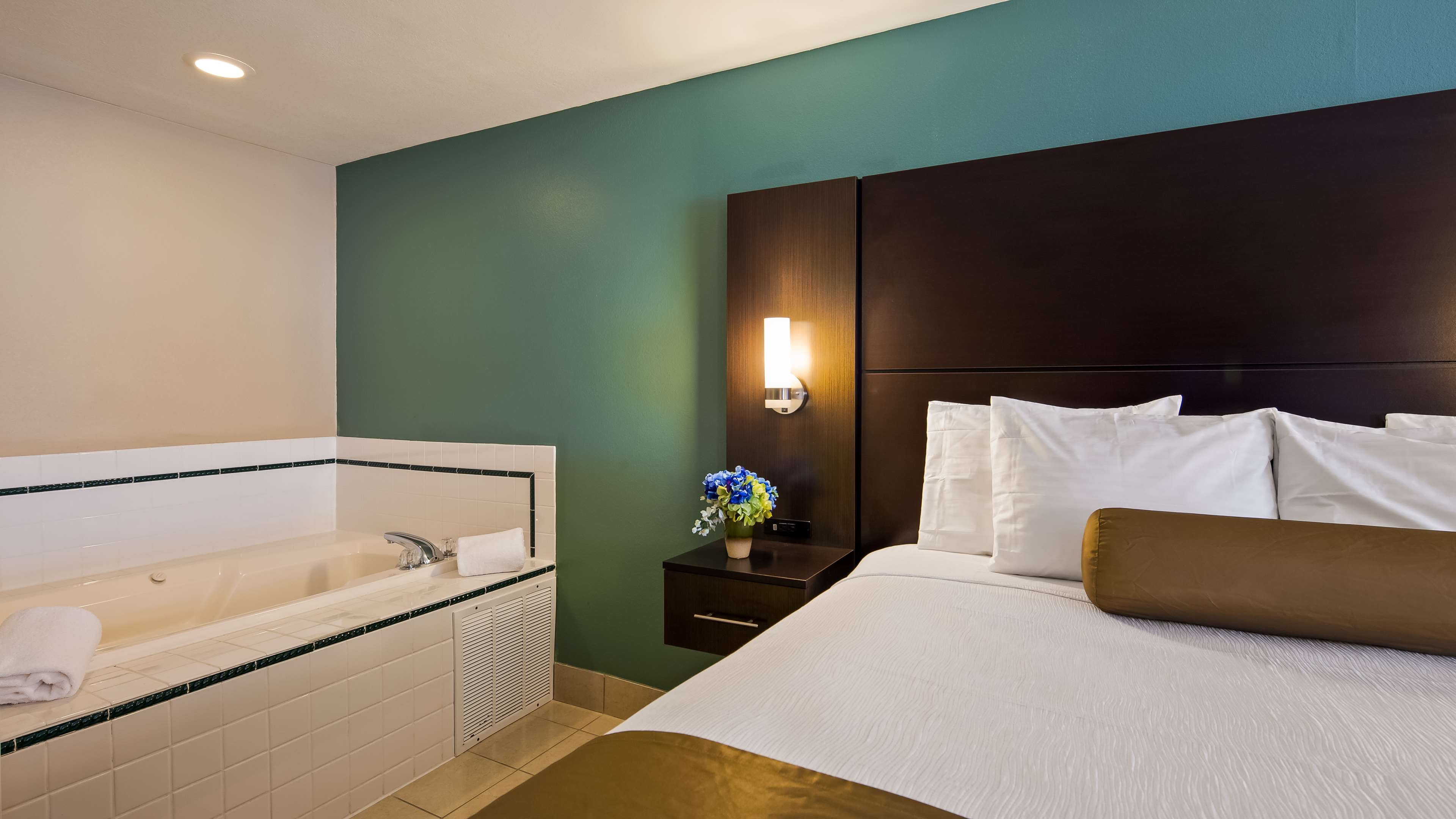 Best Western Plus University Inn image 15