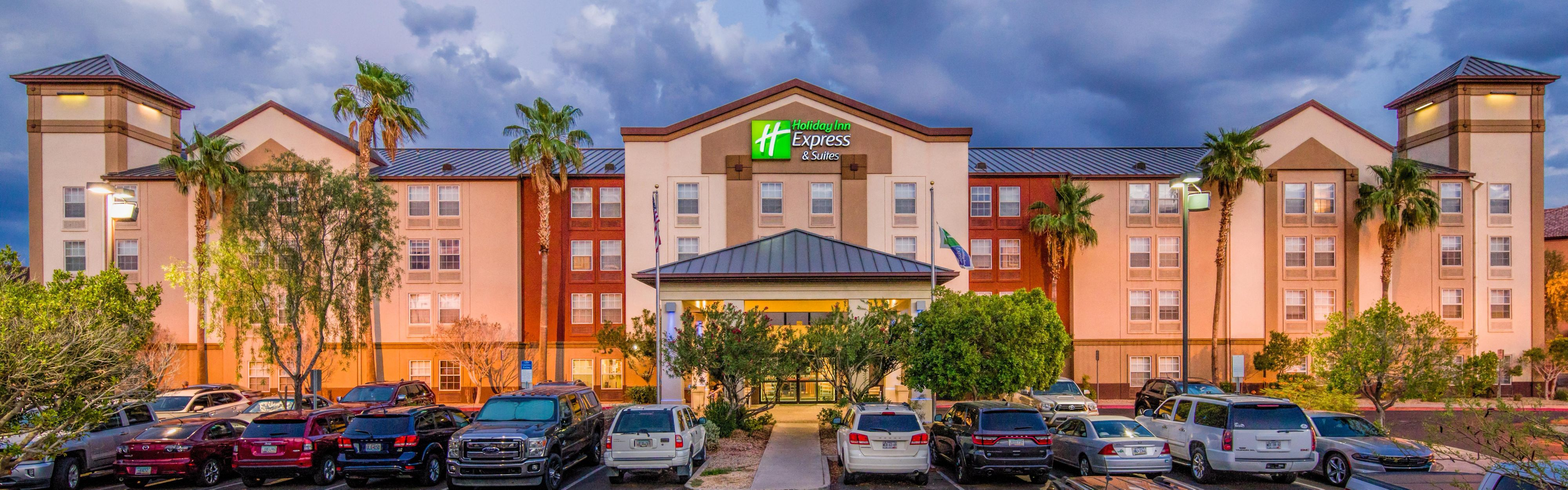 Holiday Inn Express & Suites Phoenix Airport image 0