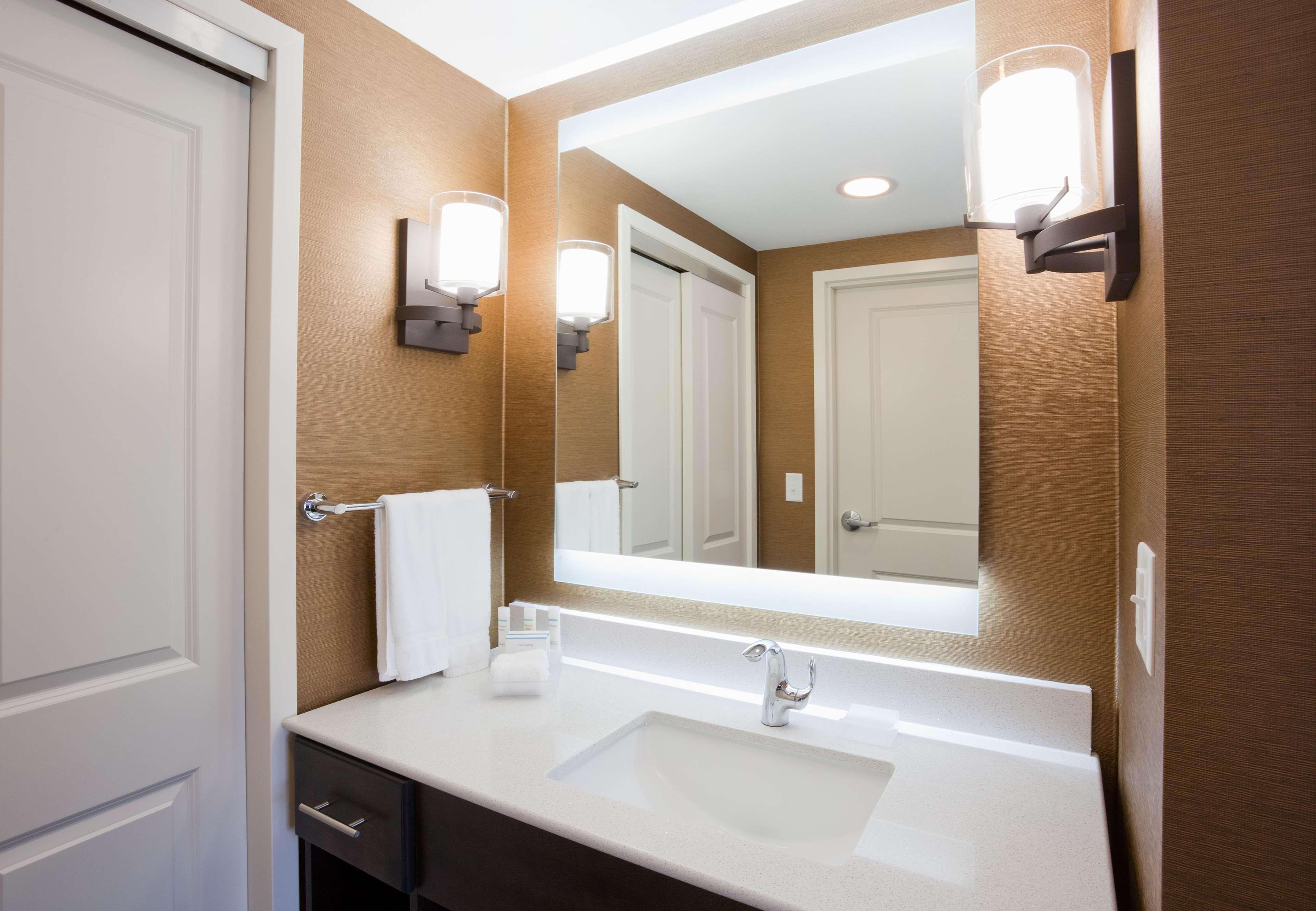 Homewood Suites by Hilton Davenport image 9