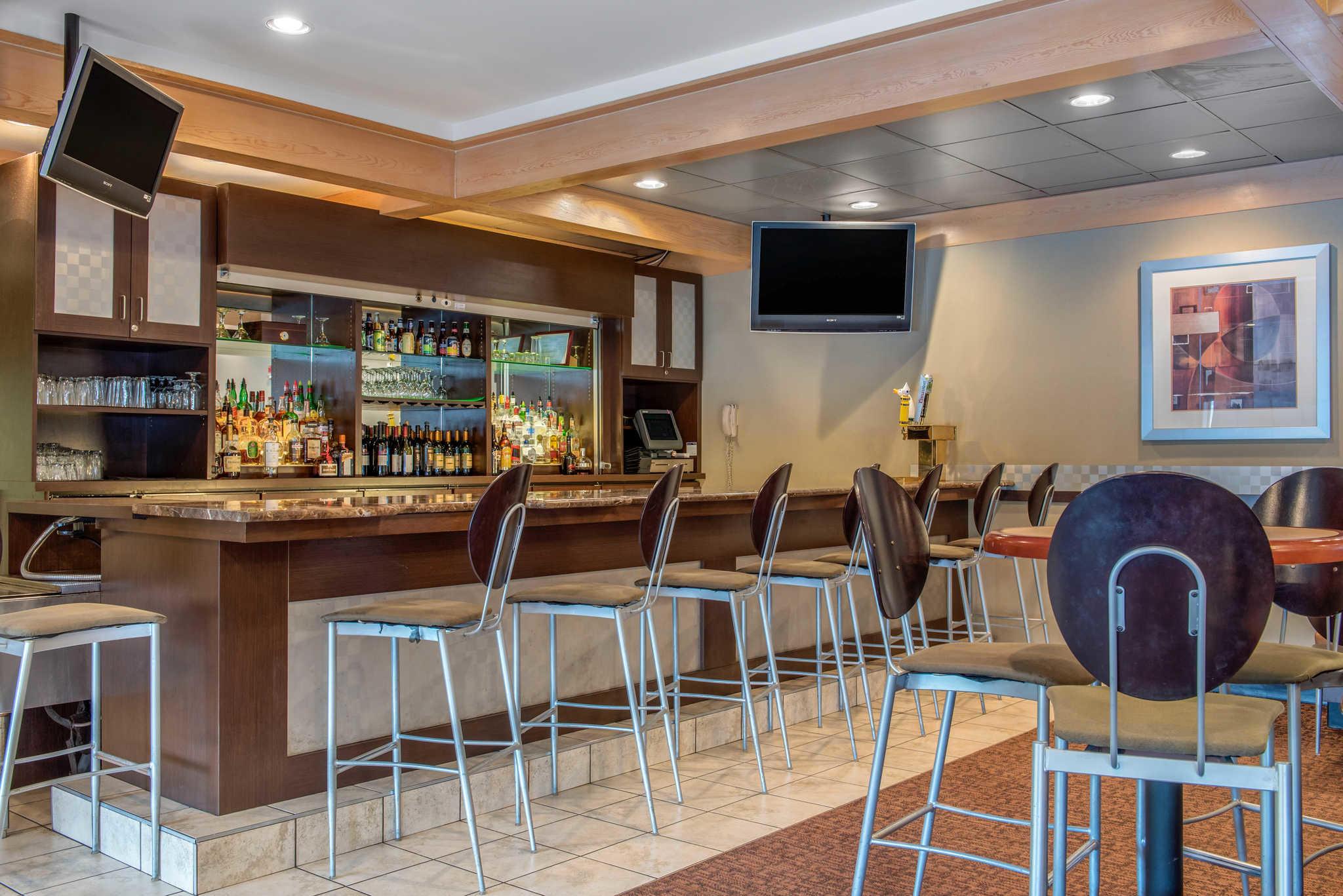 Quality Hotel - Cincinnati Blue Ash image 40