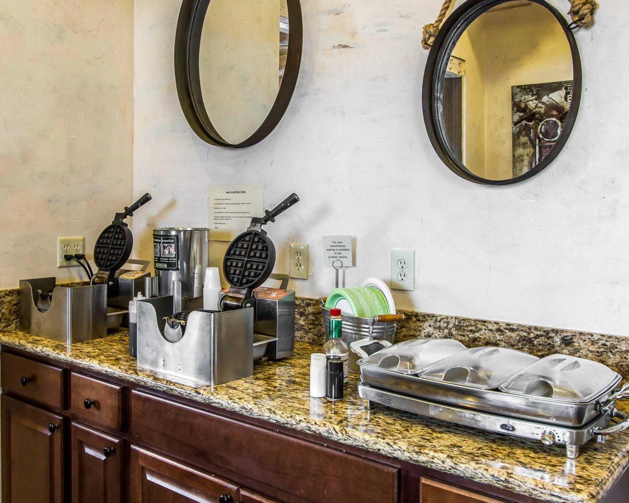 Rodeway Inn & Suites Downtowner-Rte 66 image 20
