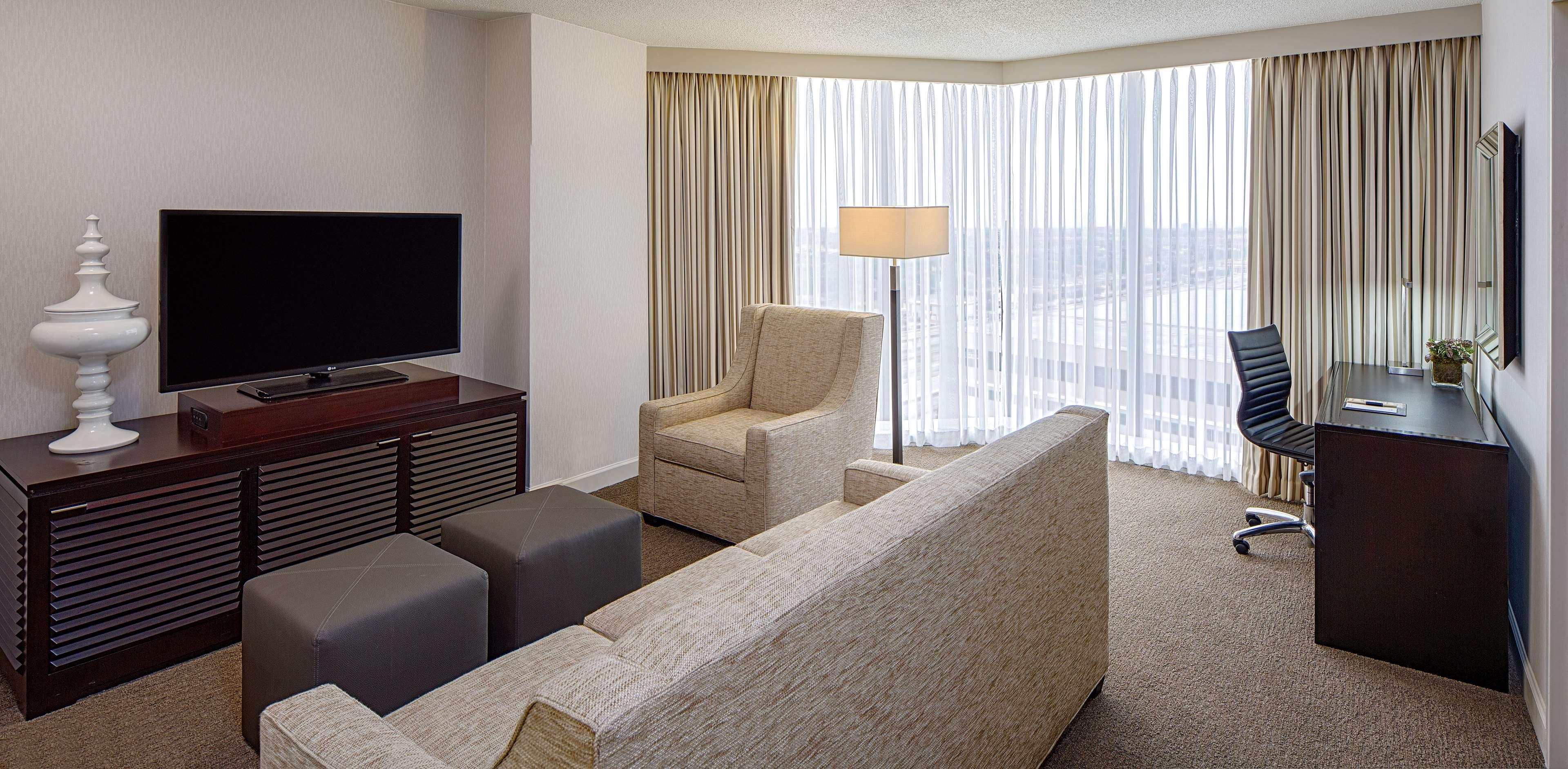DoubleTree by Hilton Hotel Houston - Greenway Plaza image 13