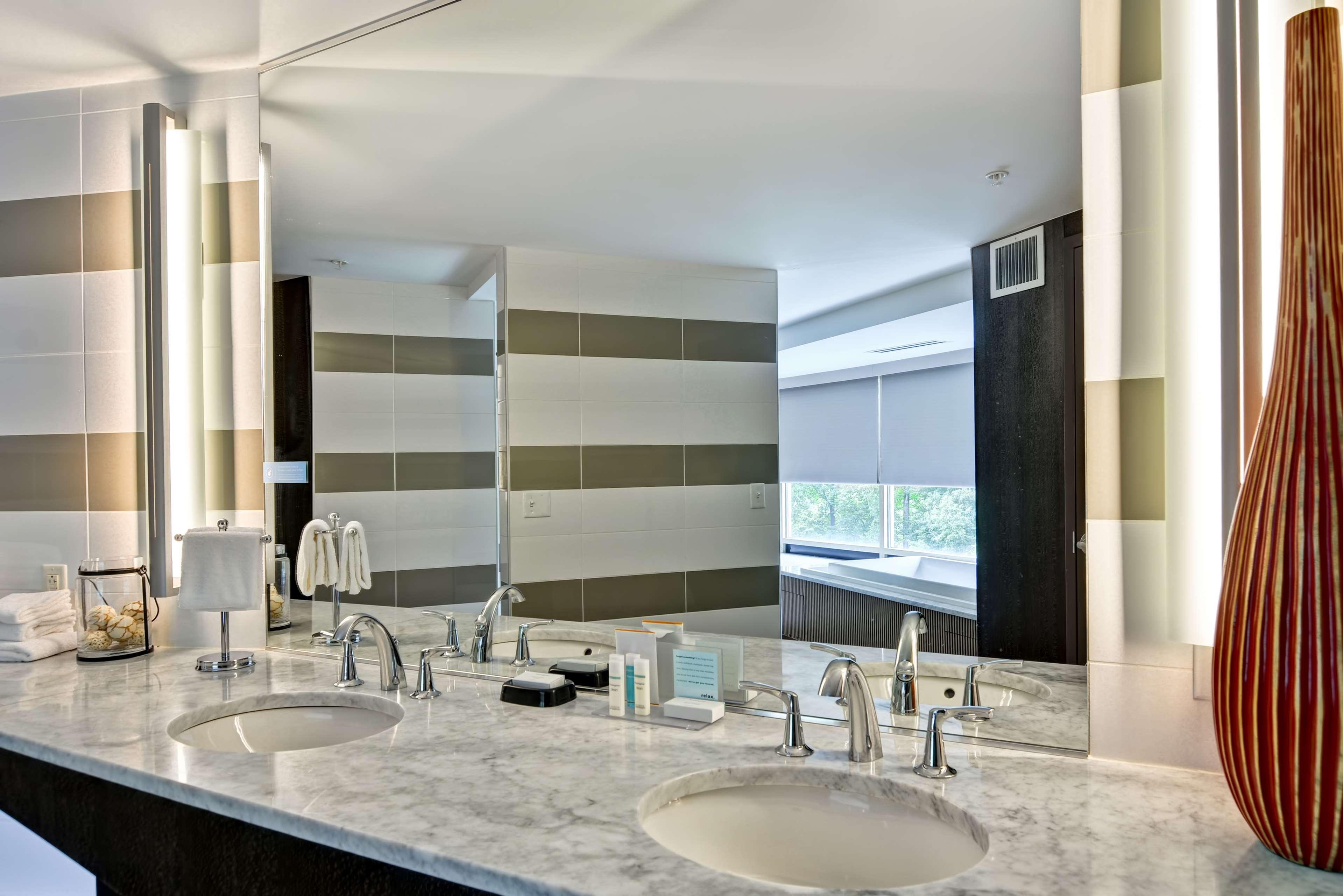 Hampton Inn & Suites Raleigh/Crabtree Valley image 26