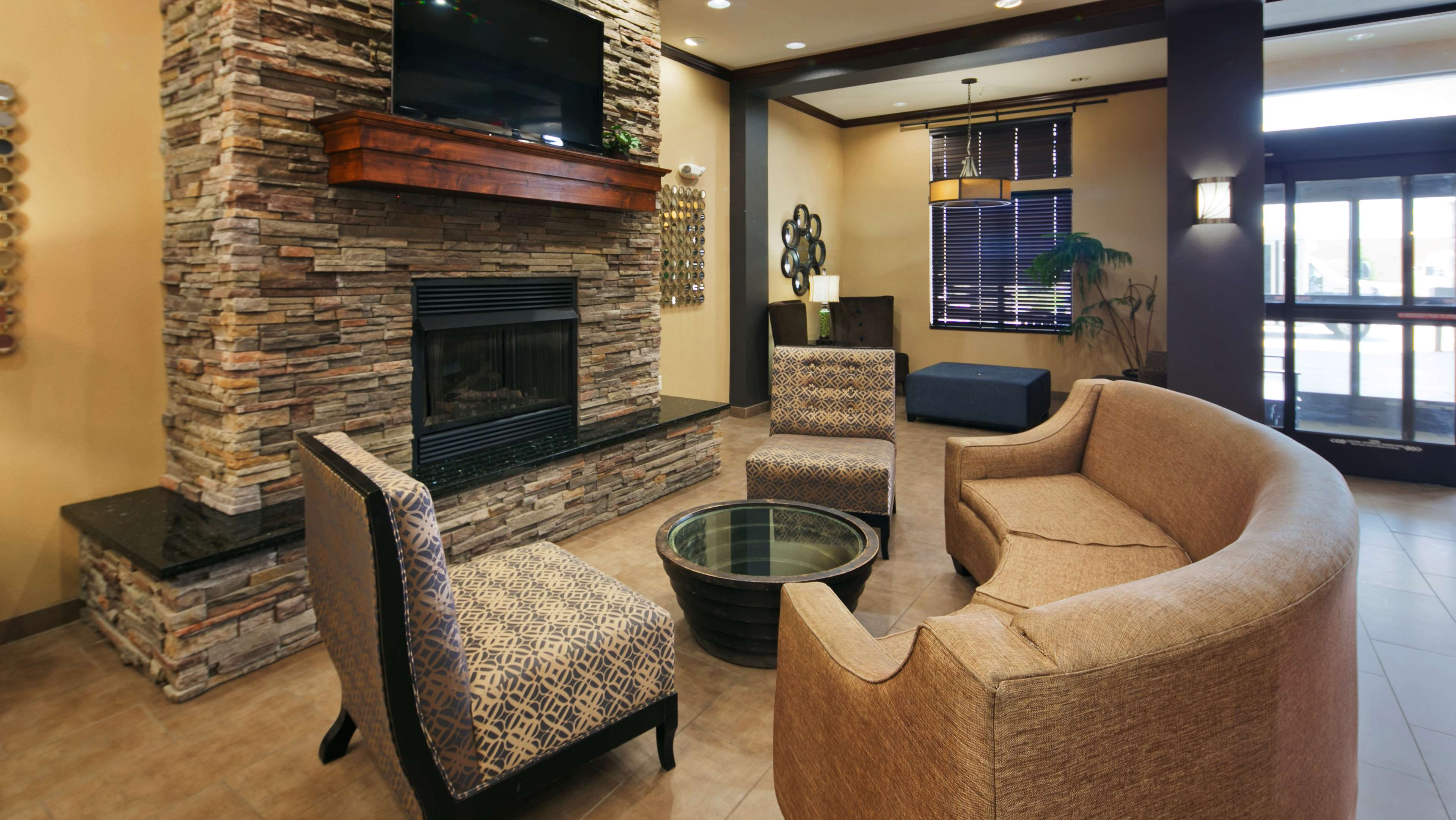 Best Western Plus Williston Hotel & Suites image 4