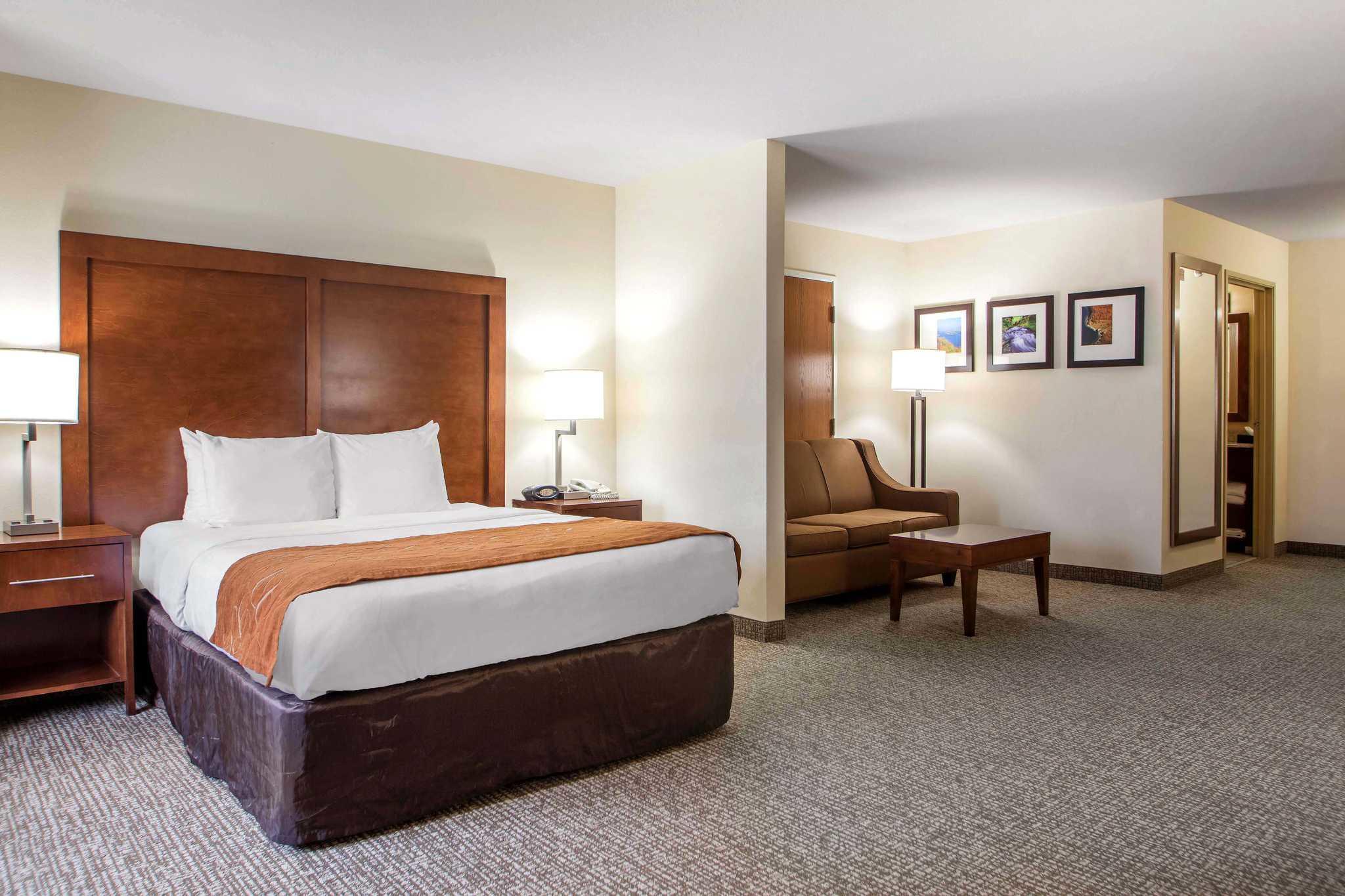 Comfort Suites Johnson Creek Conference Center image 20