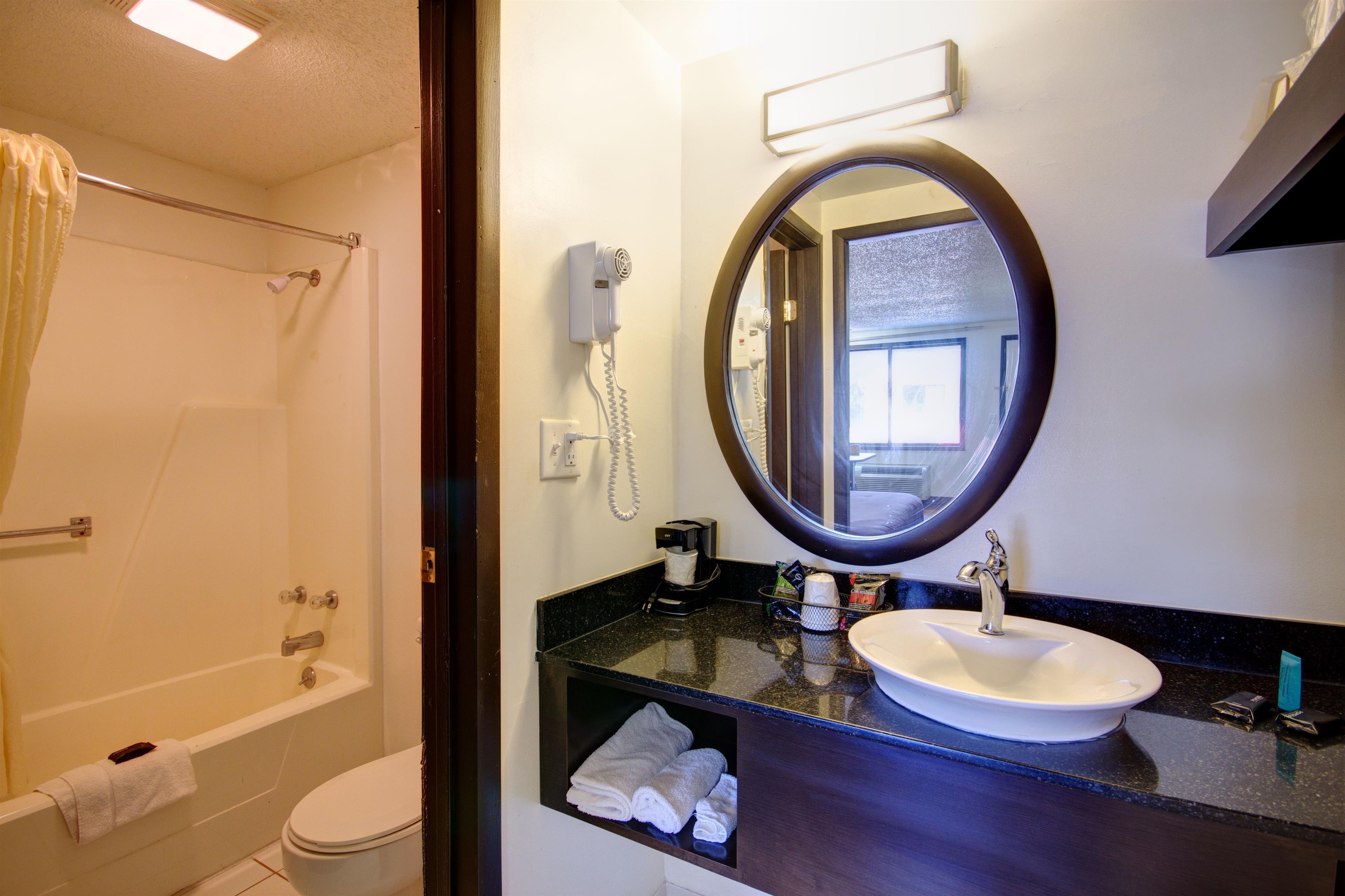 Americas Best Value Inn - Heath/Newark image 16