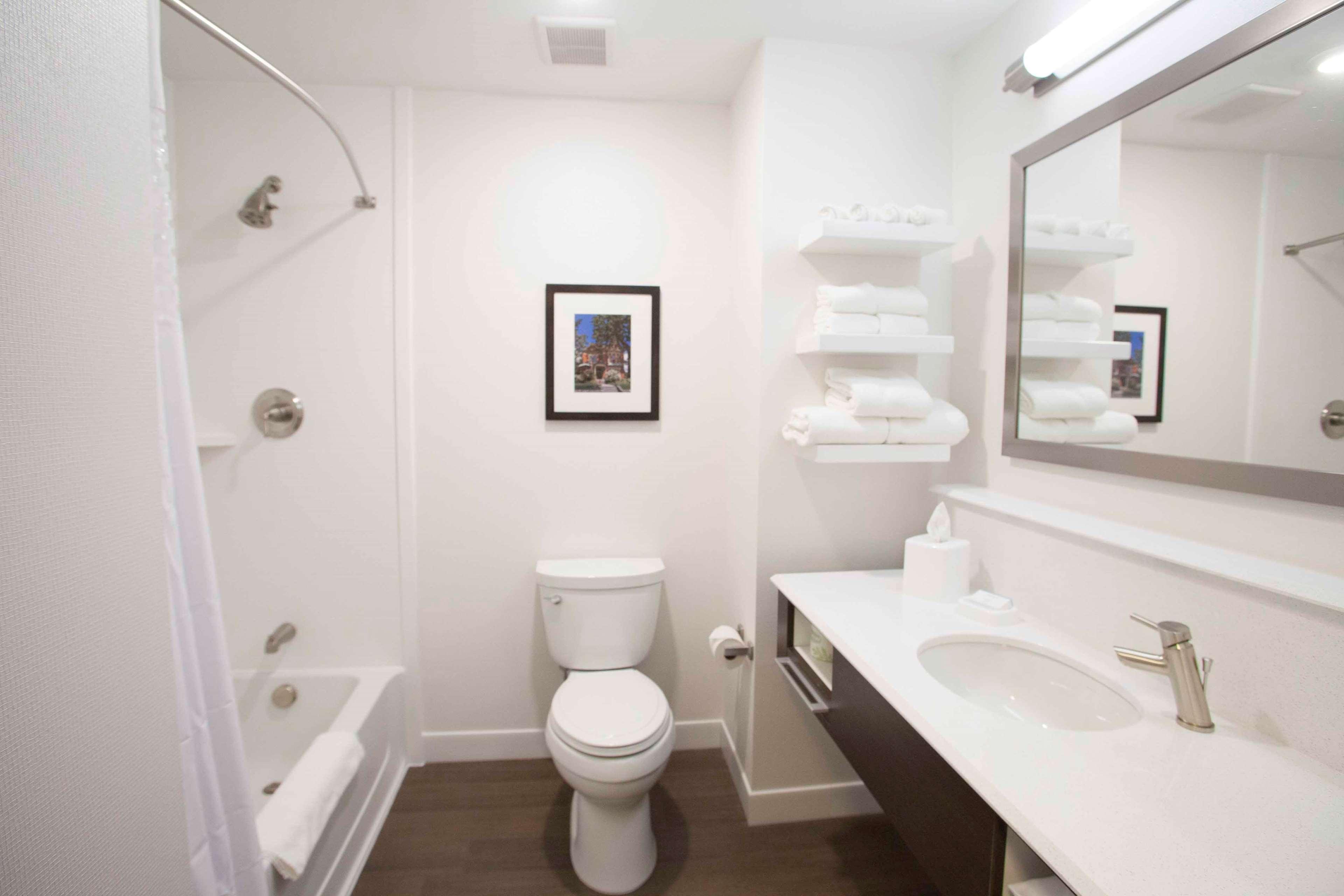 Hampton Inn & Suites Downtown St. Paul image 41