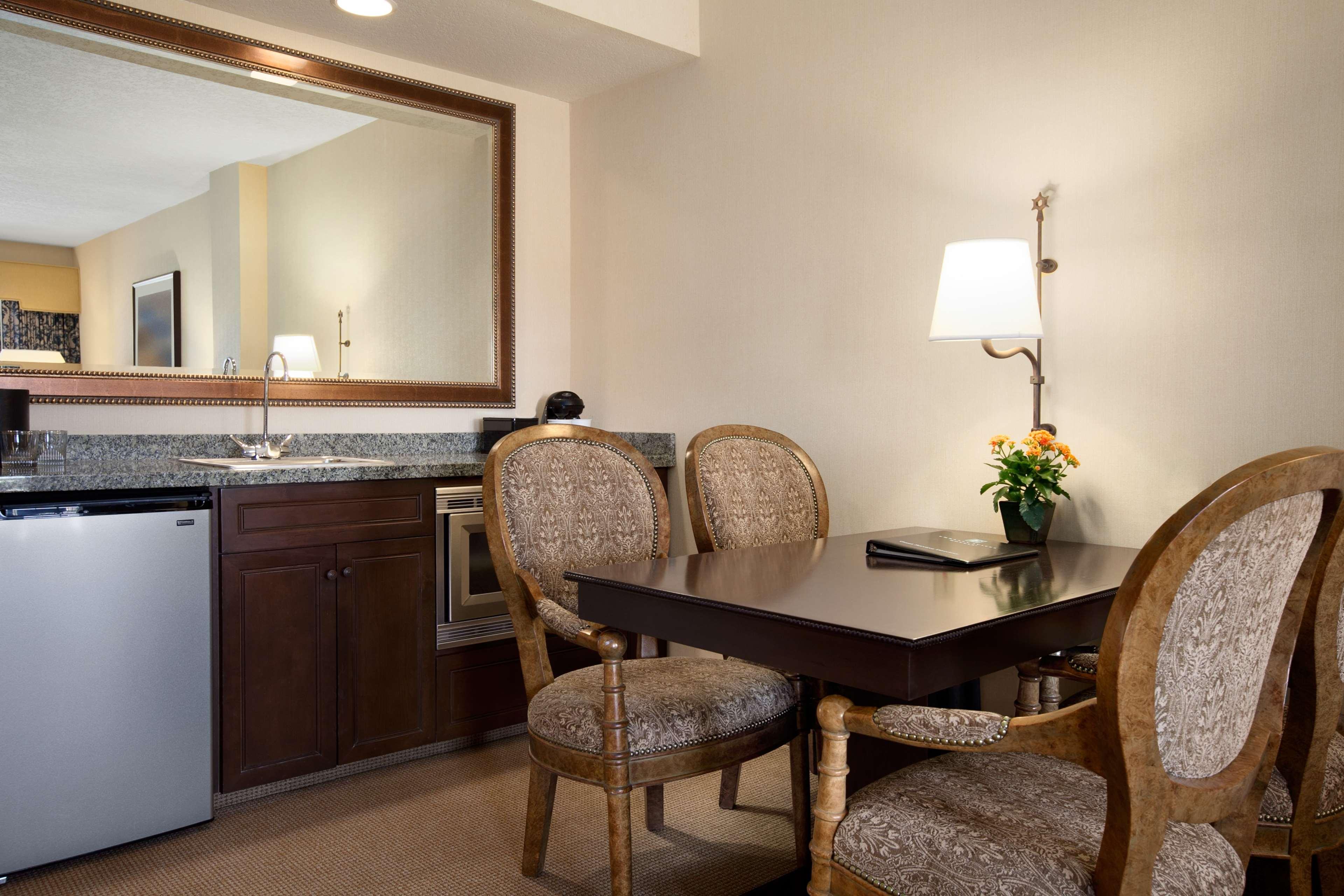 Embassy Suites by Hilton La Quinta Hotel & Spa image 26