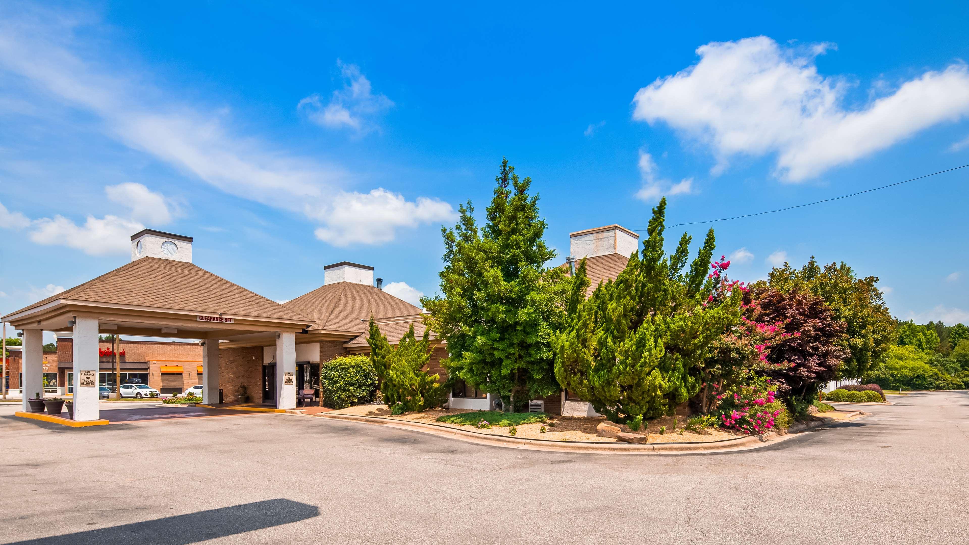 SureStay Plus Hotel by Best Western Fayetteville image 1