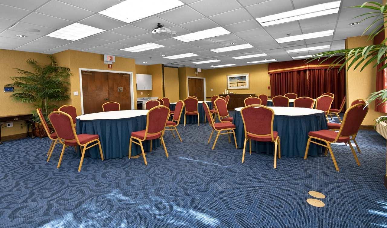 Hampton Inn & Suites Raleigh/Cary I-40 (PNC Arena) image 32