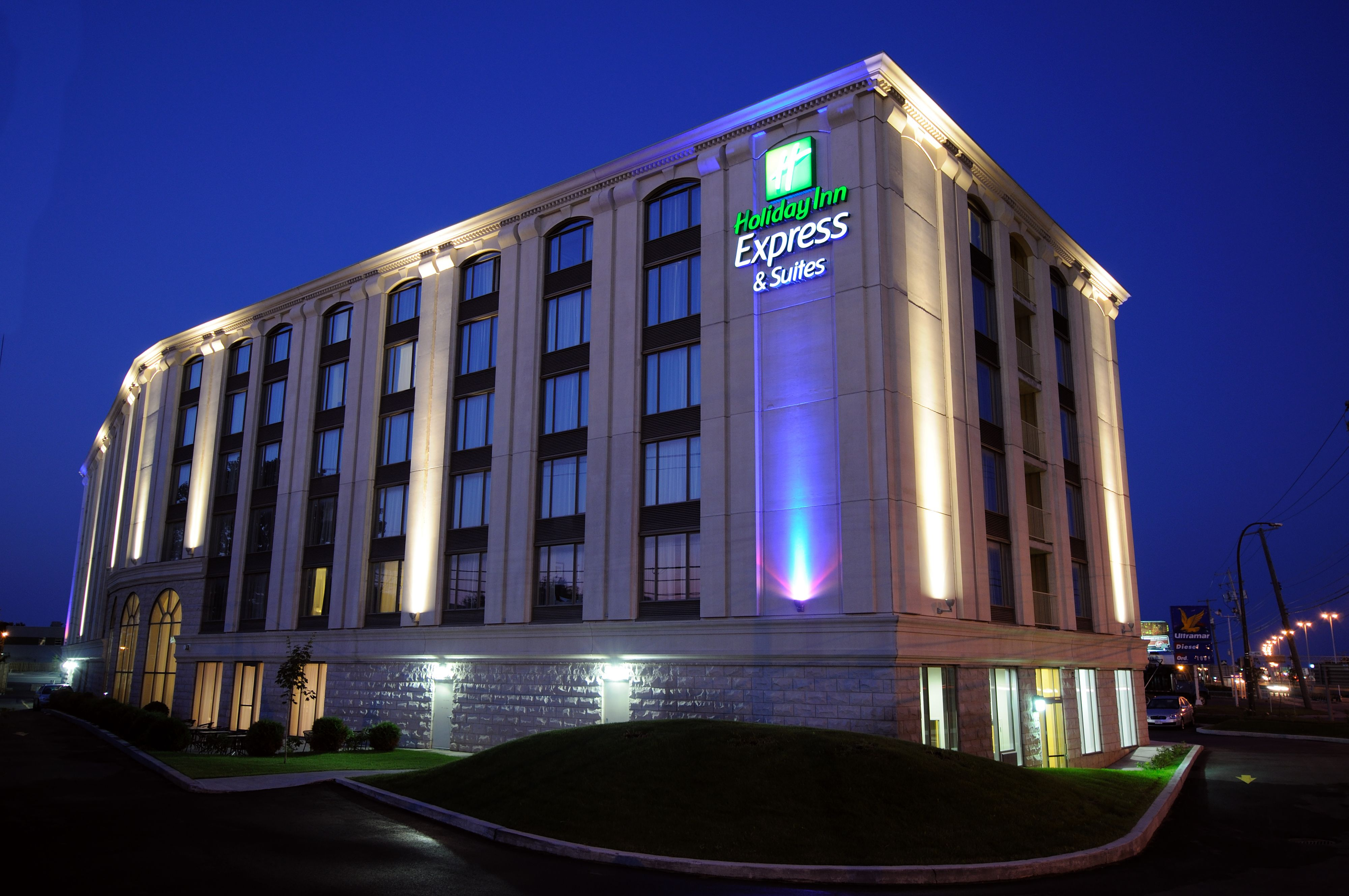 Holiday Inn Express Suites Montgomery E Eastchase At 9250 Boyd Cooper Parkway Montgomery