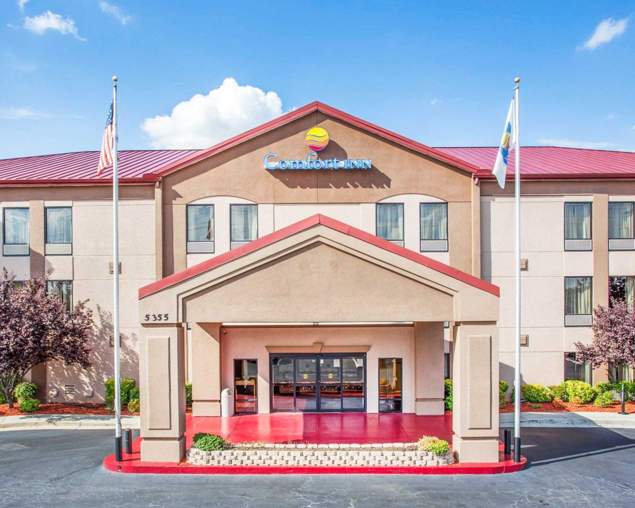 Comfort Inn & Suites at Stone Mountain image 0