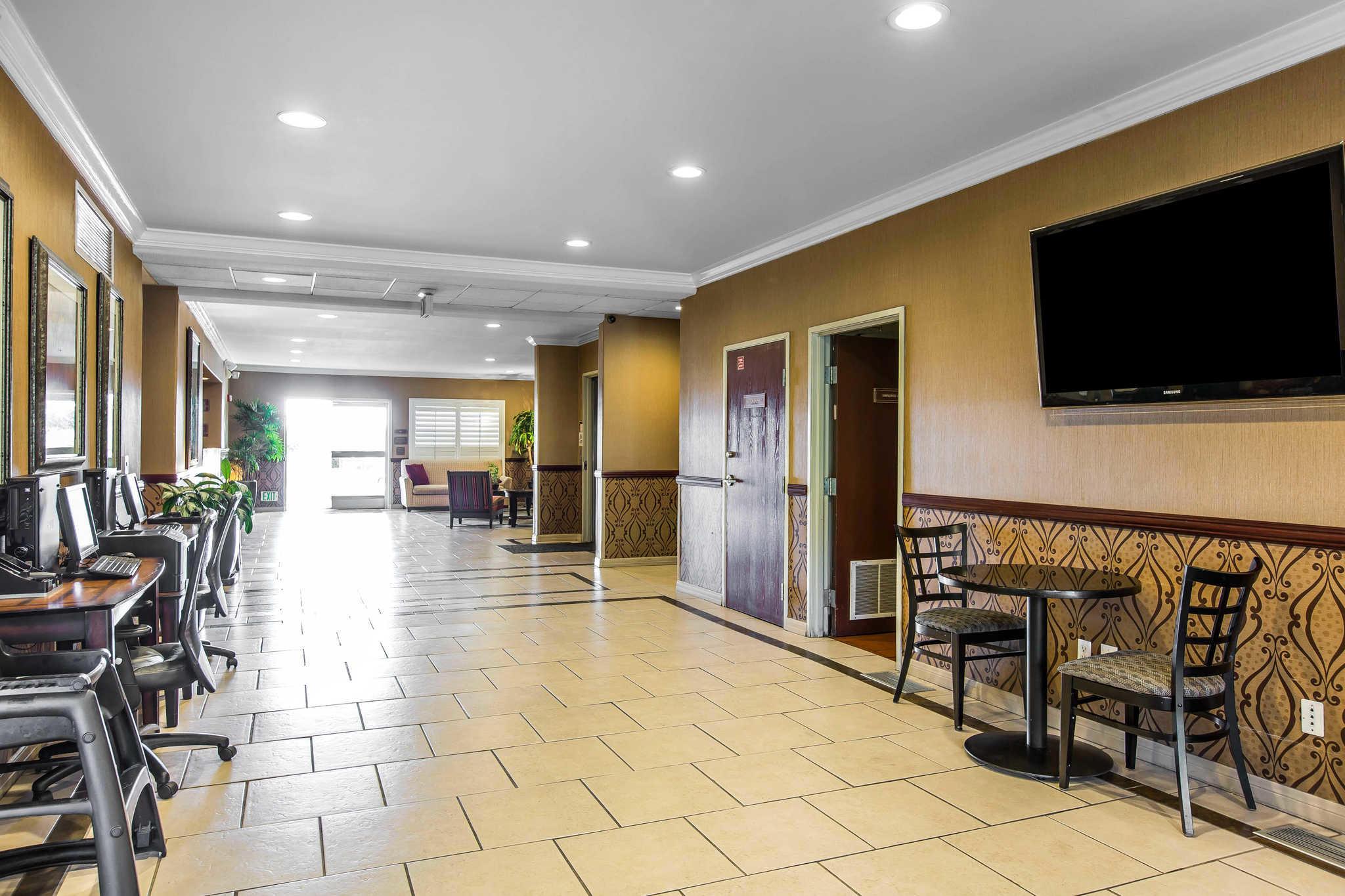 Comfort Suites Near Six Flags Magic Mountain image 7