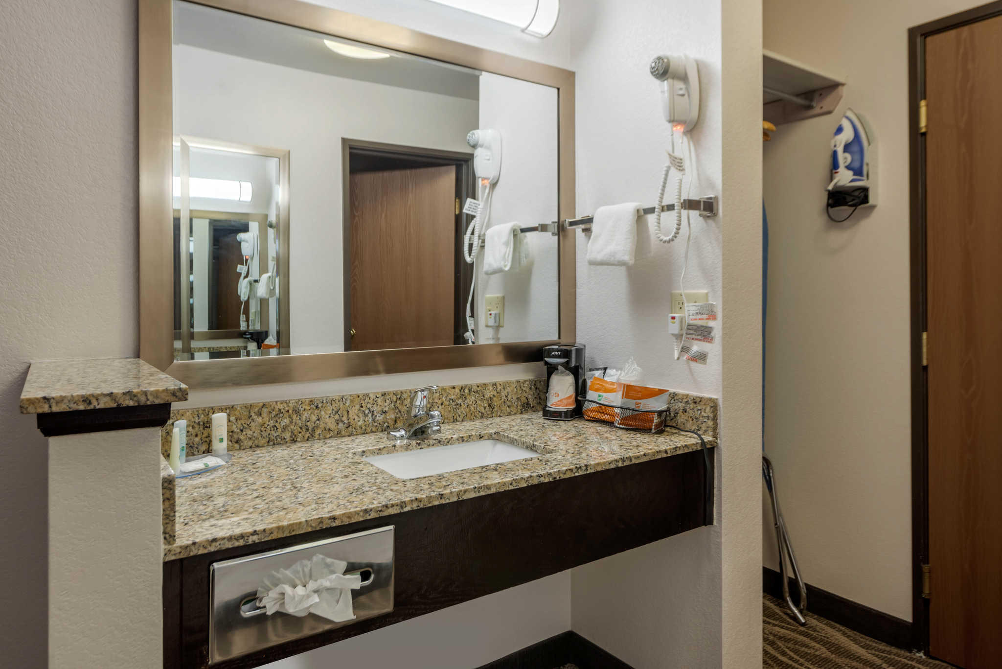 Quality Inn & Suites image 13