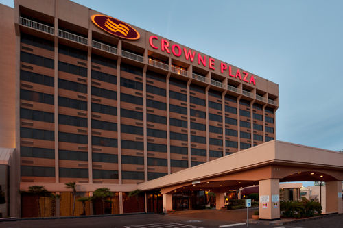 CrownePlaza Promo Codes. Crowne Plaza® is The Place to Meet. Whether you're holding a sales convention, board meeting or informal get-together with associates, your comfort and success are paramount. Crowne Plaza provides meeting services that include a 2-Hour Response Guarantee, Crowne Meetings Director and Daily Meeting Debrief.
