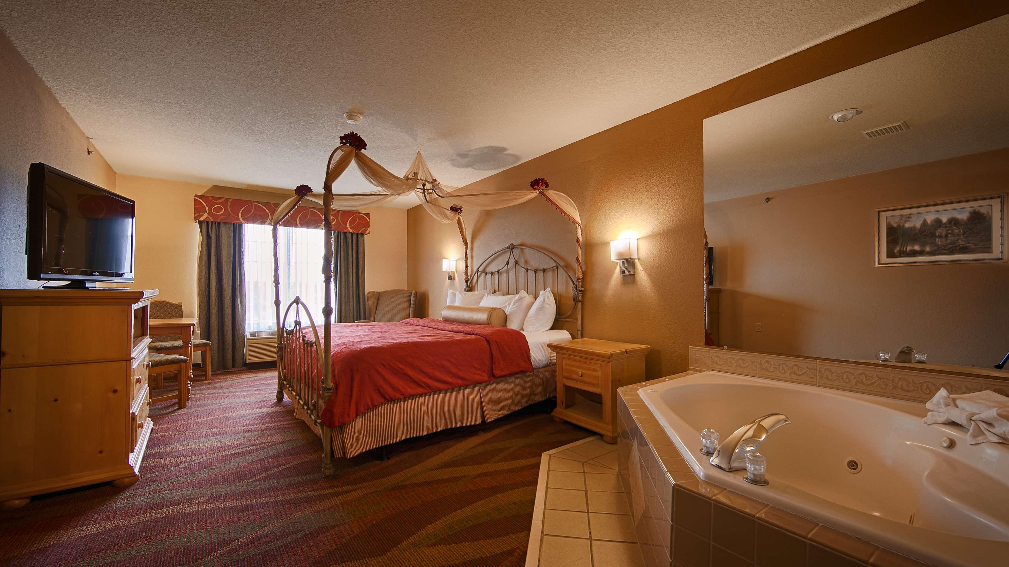 Best Western Plus Fort Wayne Inn & Suites North image 19