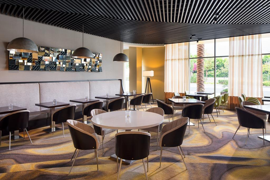 Breakfast Seating Area - Our stylish seating area is ideal for savoring a morning meal. Enjoy a complimentary breakfast every day that you stay in our contemporary Burbank hotel.