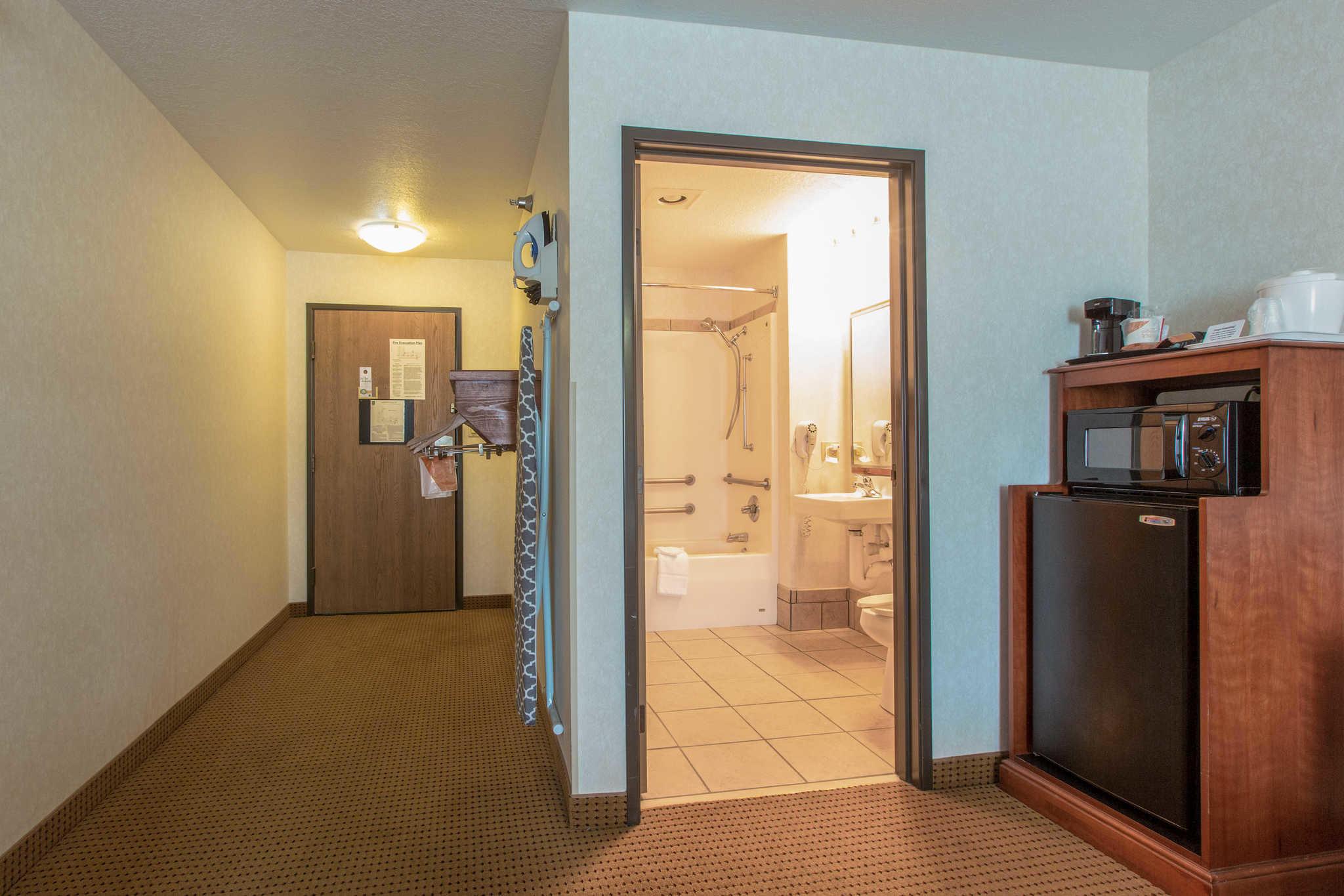 Quality Inn & Suites University image 24