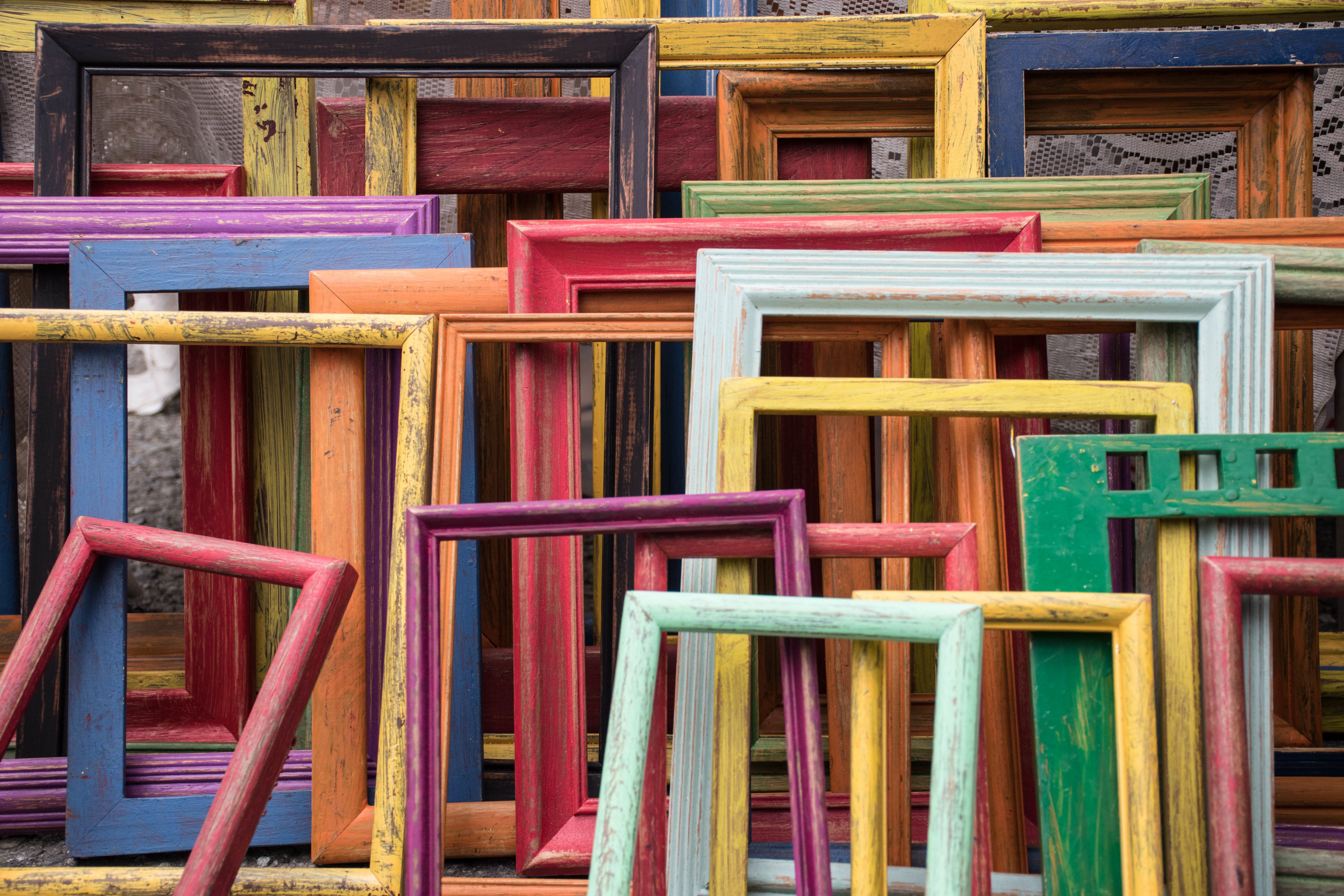 Looking for your go-to custom frame shop? Look no further. Lots of frame sample to choose from.