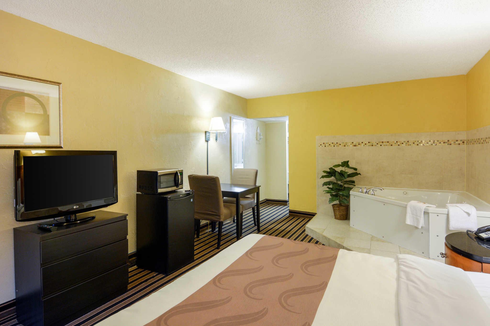 Quality Inn Skyline Drive image 23