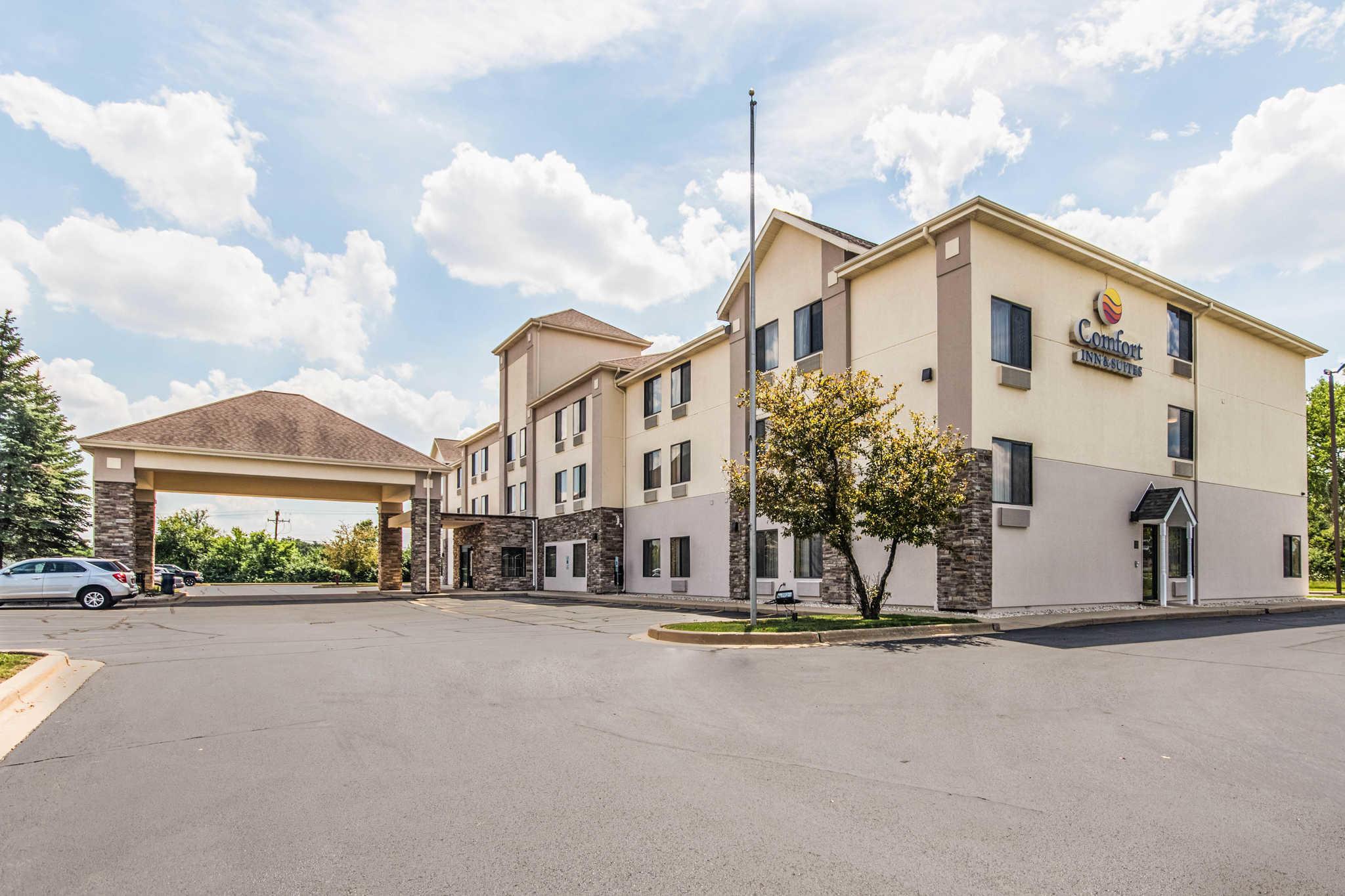 Comfort Inn & Suites North Aurora - Naperville image 2