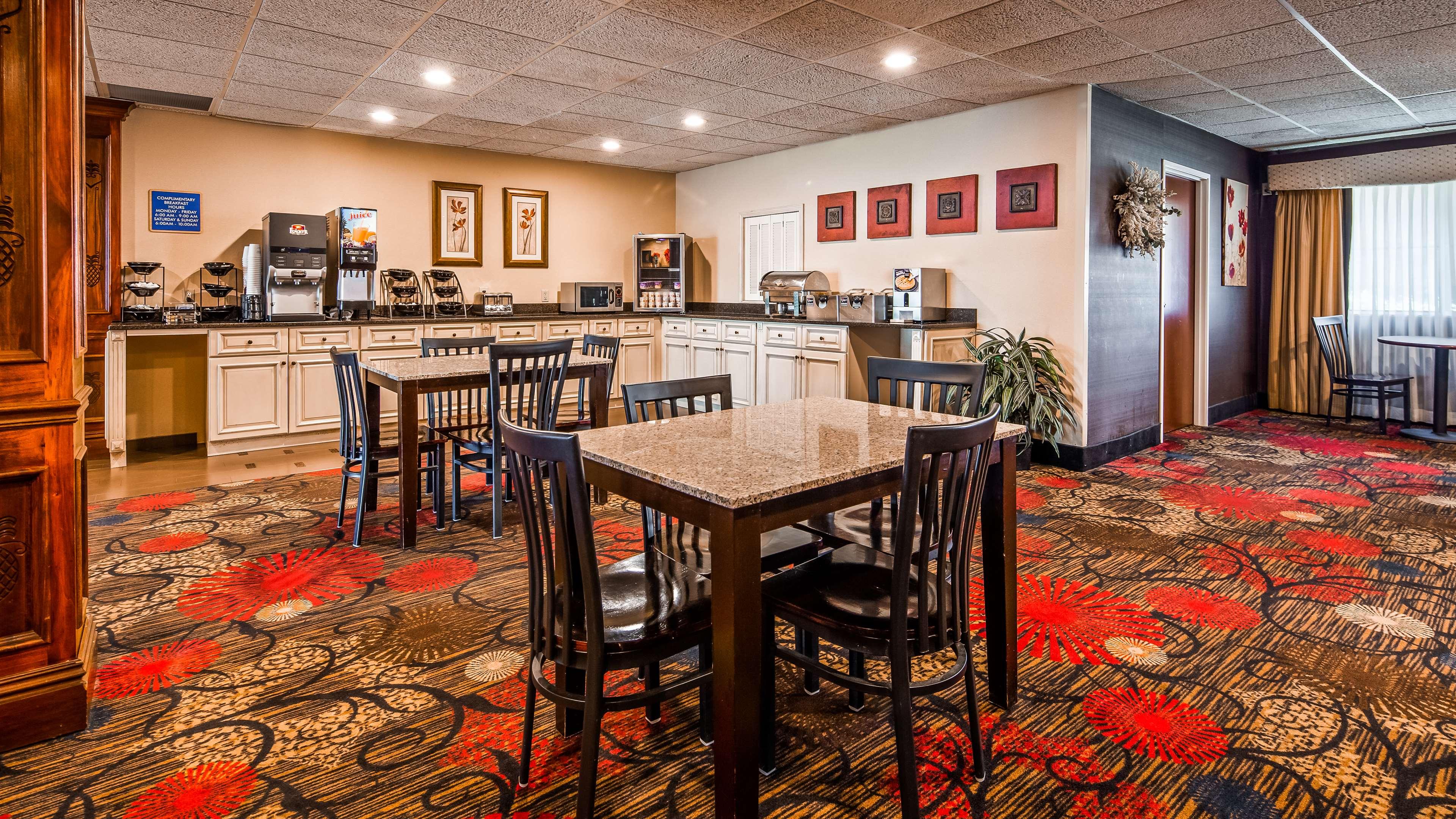 Best Western Plus Brandywine Inn & Suites image 2