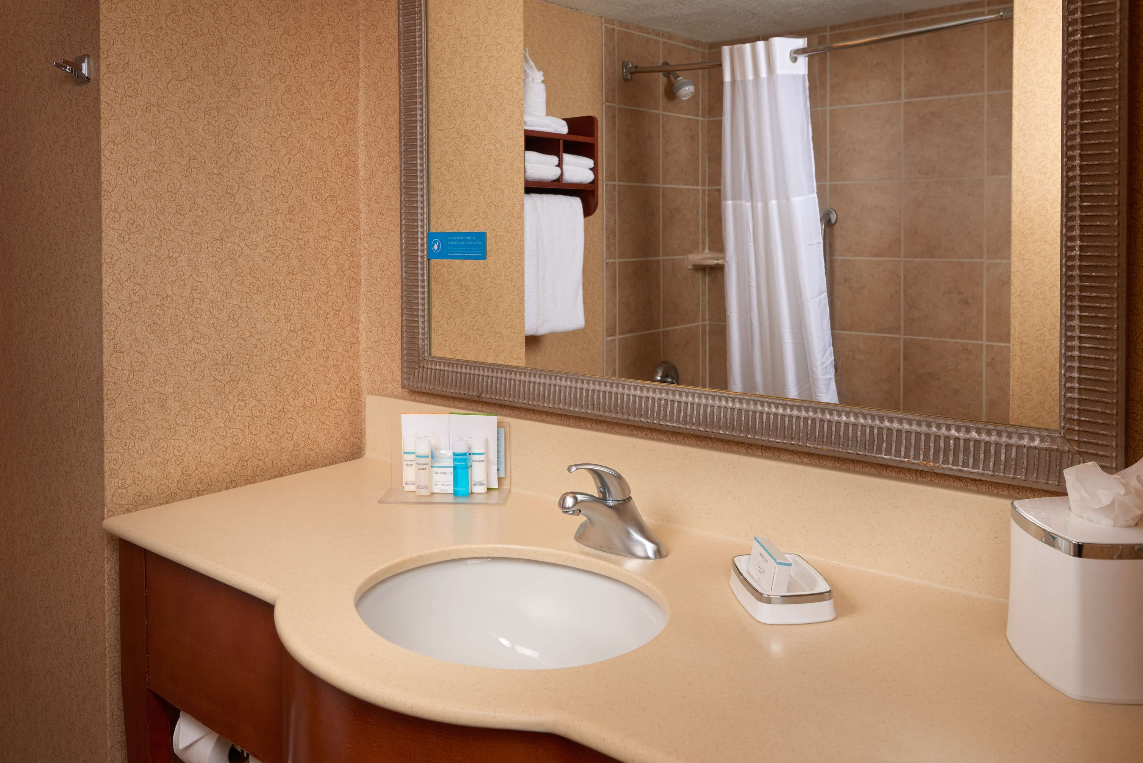 Hampton Inn Youngstown-West I-80 image 11