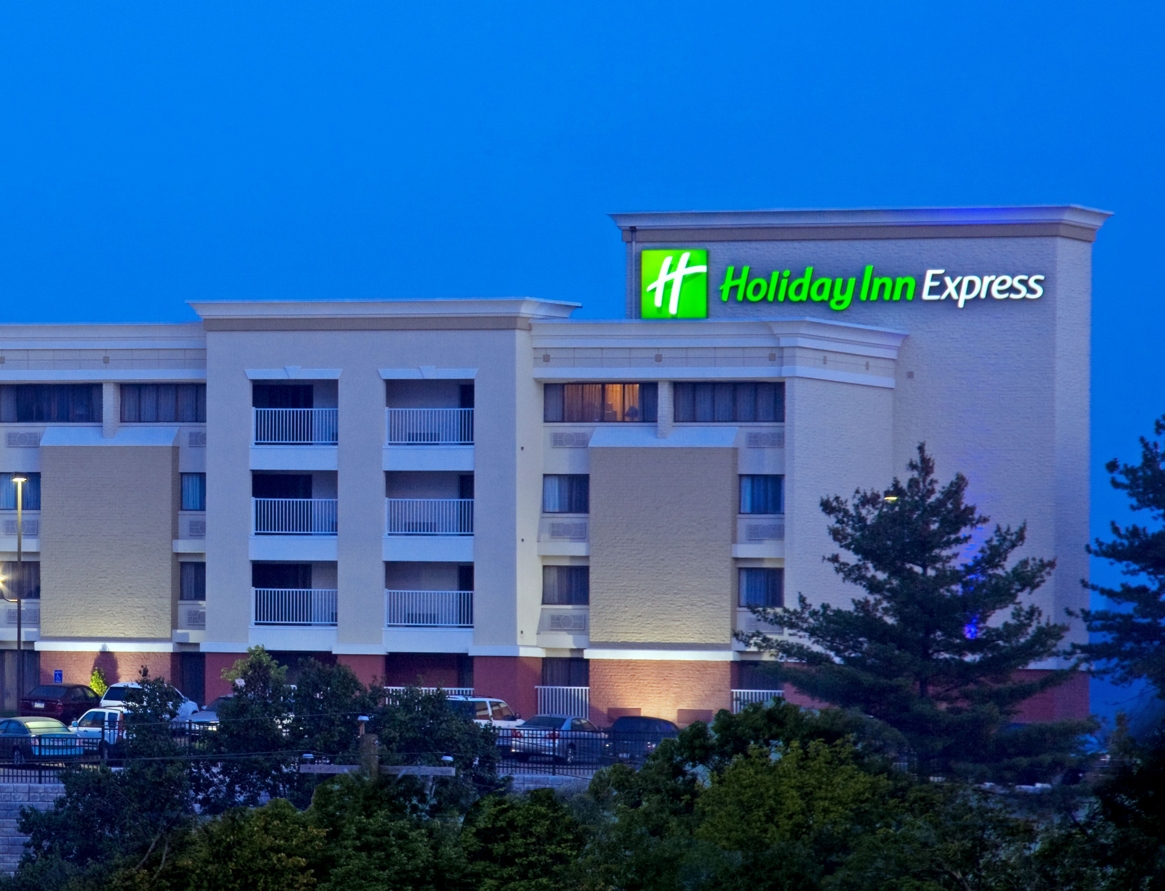 Holiday Inn Express & Suites Cincinnati Northeast-Milford image 4