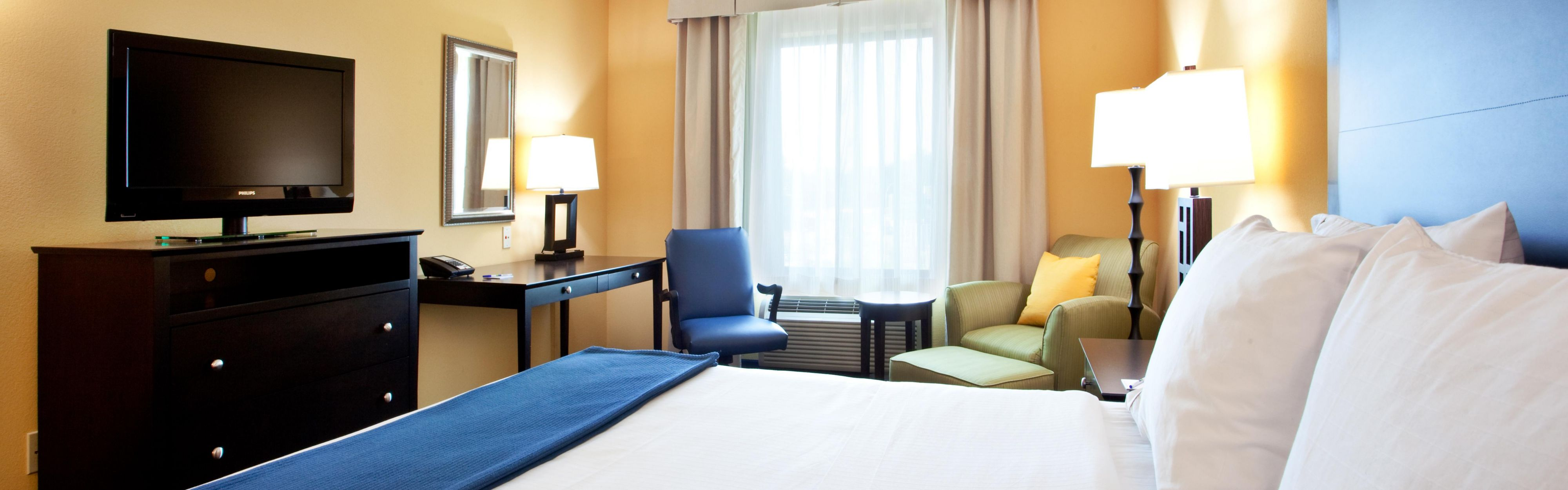 Holiday Inn Express & Suites Wilmington-Newark image 1