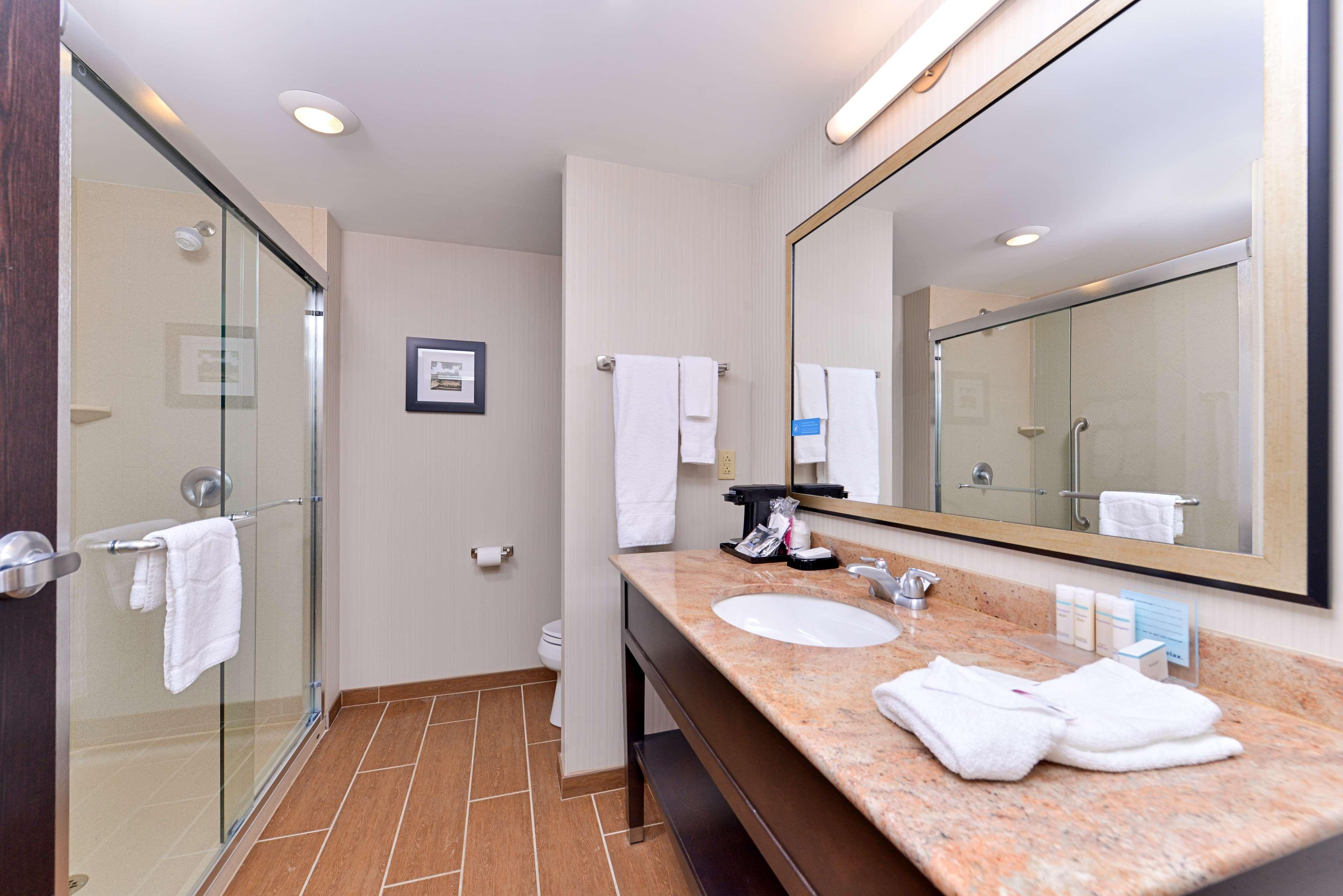 Hampton Inn & Suites California University-Pittsburgh image 18