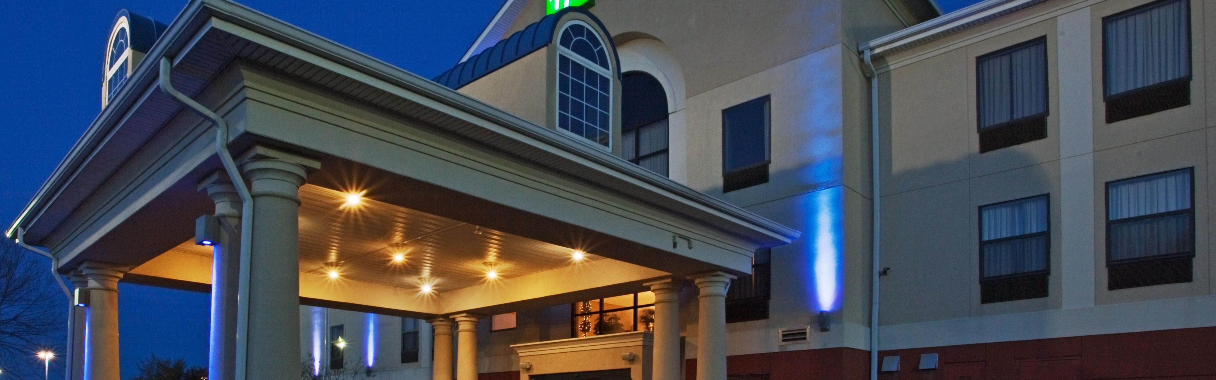 Holiday Inn Express & Suites Laurinburg image 0