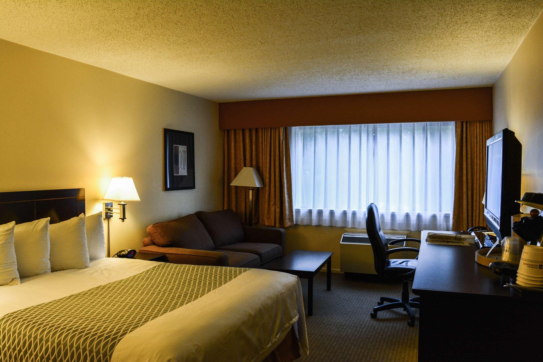 Best Western Cowichan Valley Inn in Duncan: Queen Guest Room with Sofa Bed