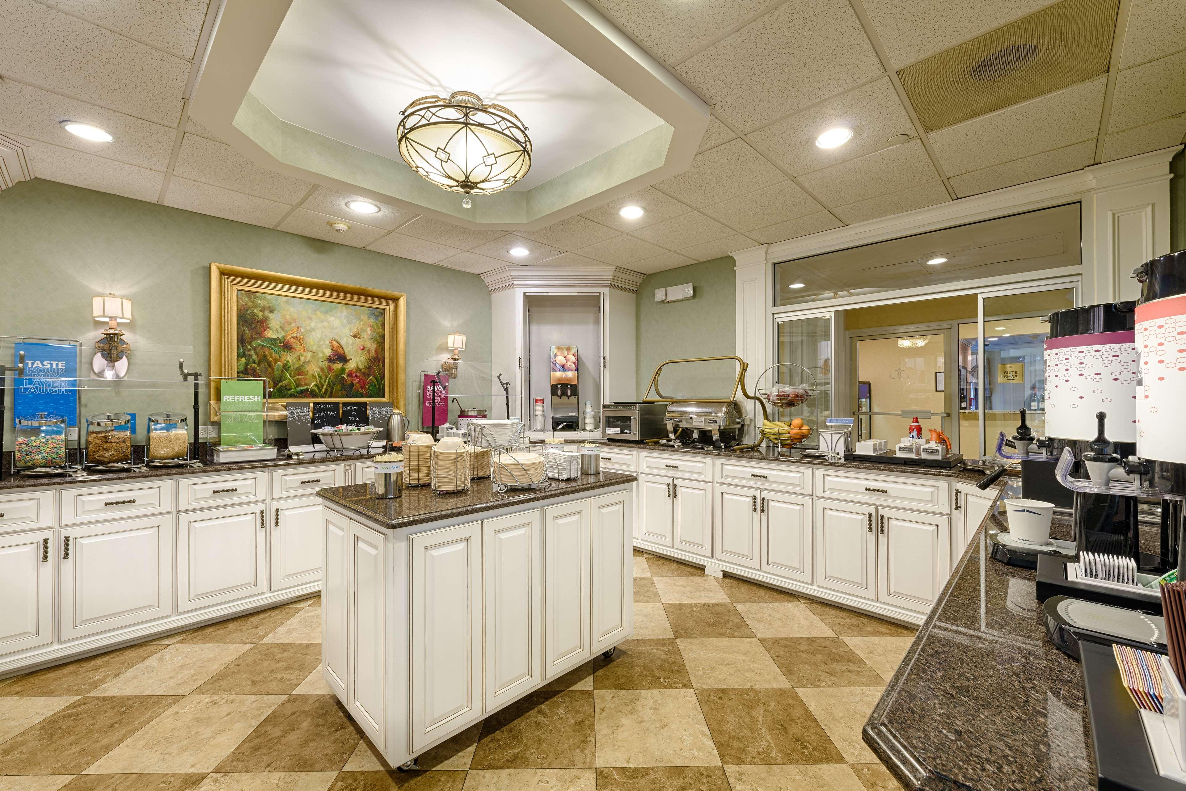 Hampton Inn & Suites Charlotte/South Park at Phillips Place image 9